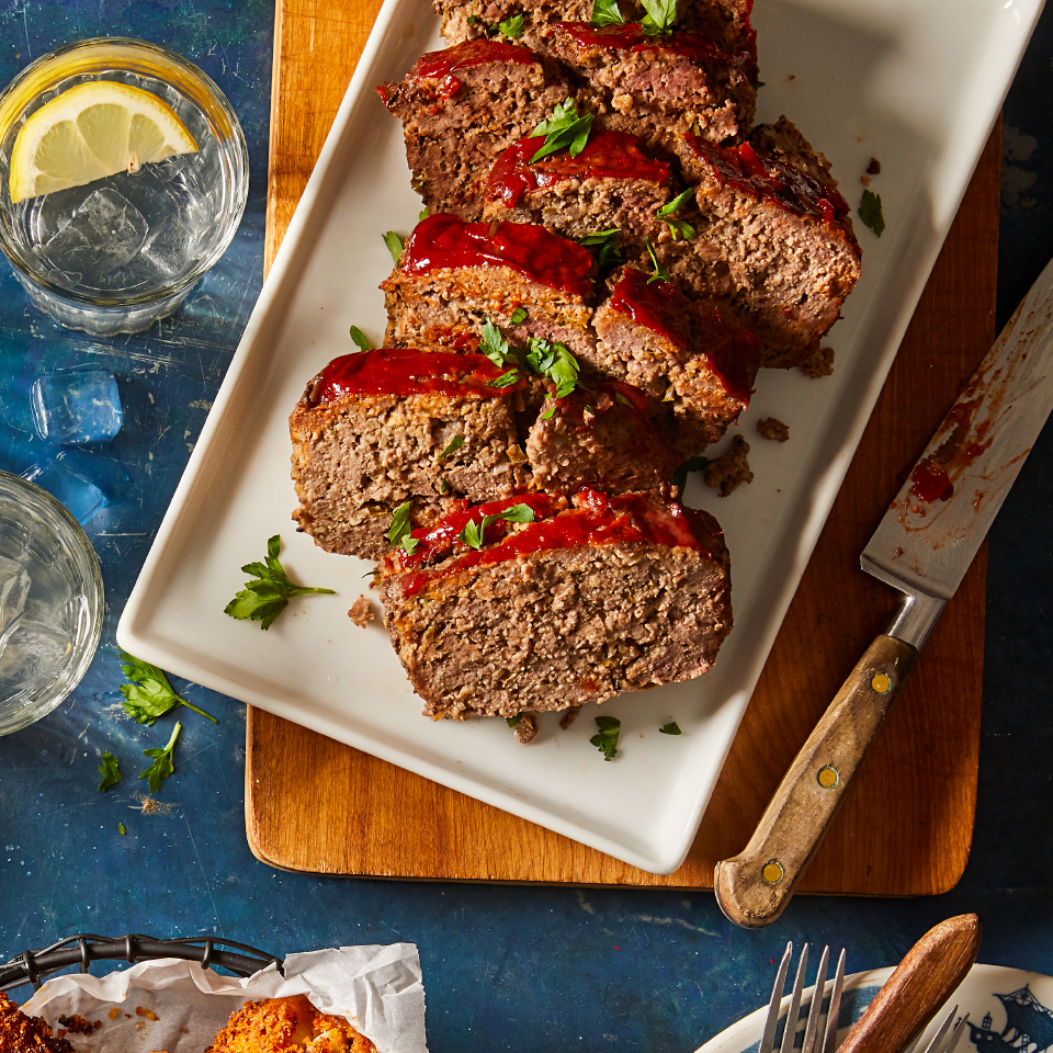 Mushrooms, garlic and oats sneak some extra nutrients into this hearty and easy meatloaf. Serve with sweet potatoes and your favorite green vegetables for a super-satisfying comfort food dinner. Source: Diabetic Living Magazine, Fall 2019