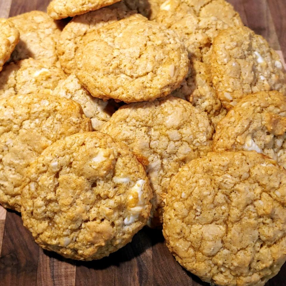 White Chocolate and Macadamia Nut Cookies Carrie C.