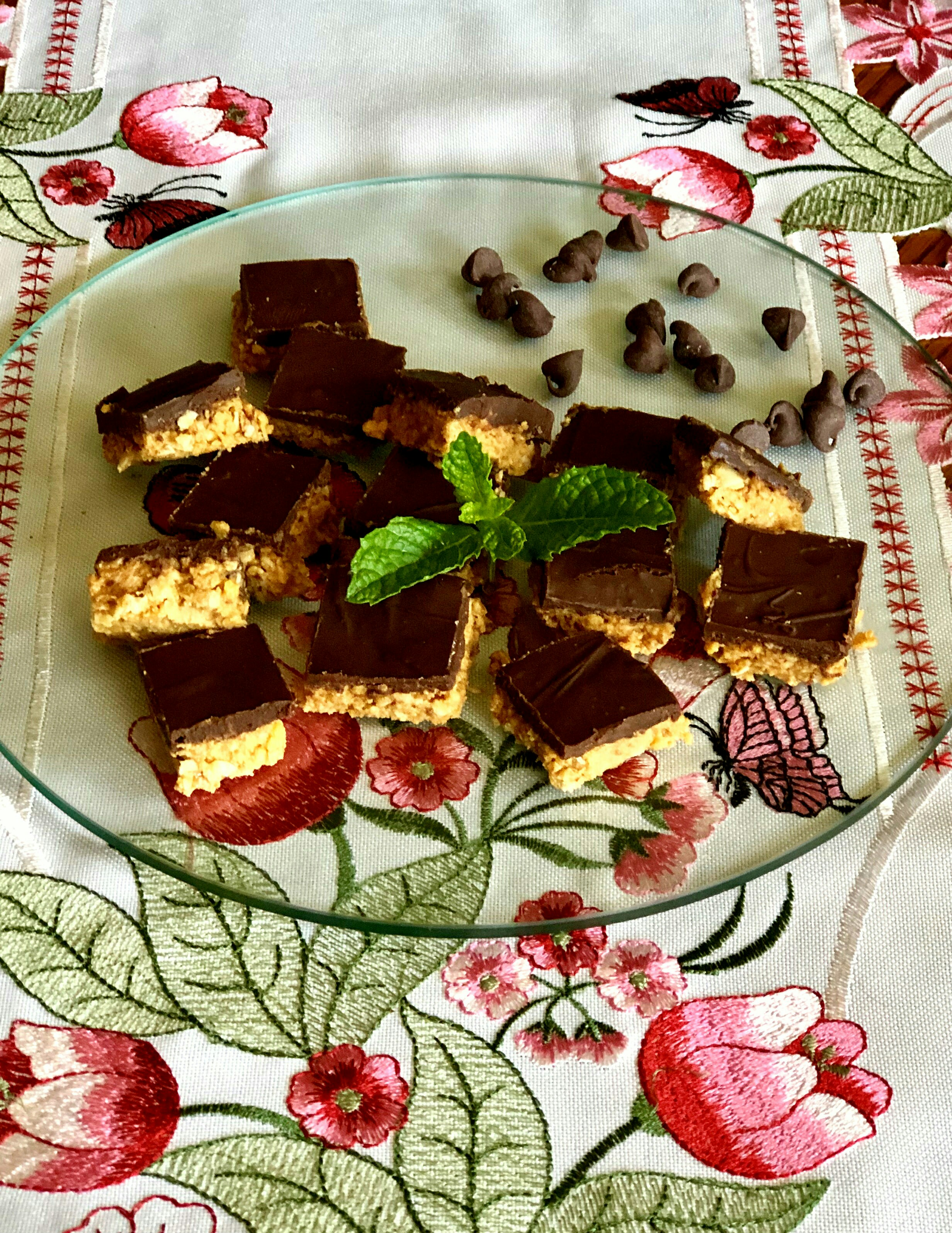 Chocolate and Peanut Butter Oat Bars