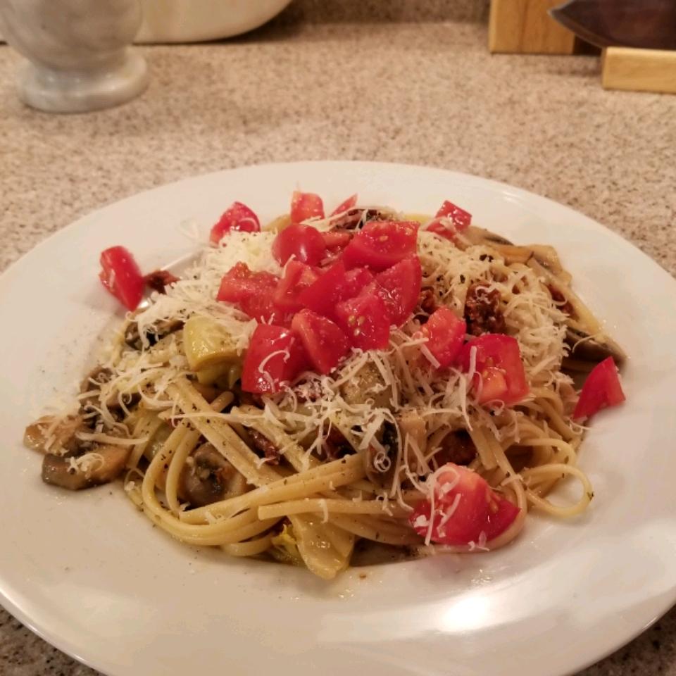 Carrie's Artichoke and Sun-Dried Tomato Pasta tarapward
