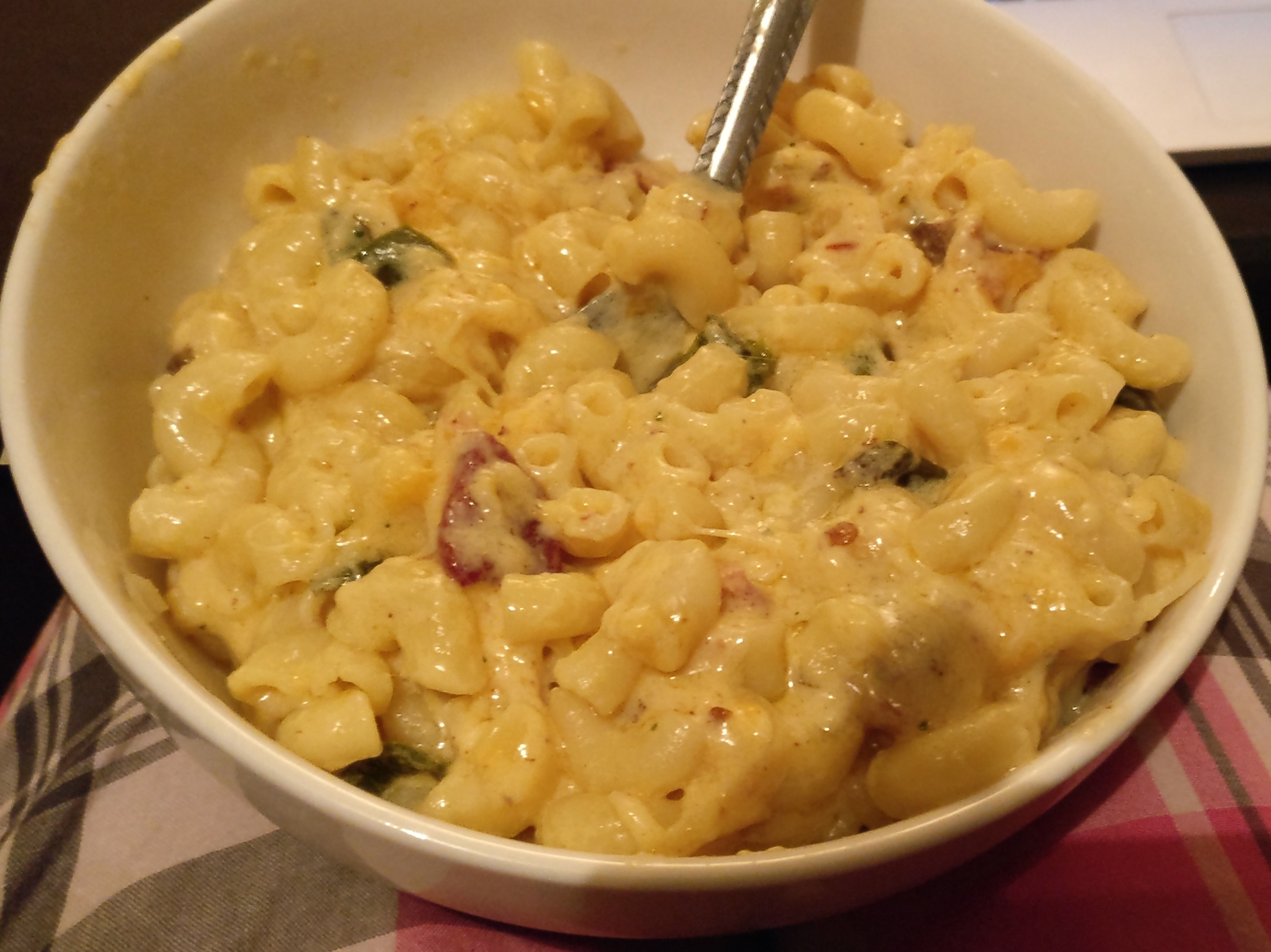 Spicy Jalapeno-Bacon Mac and Cheese LOLOK