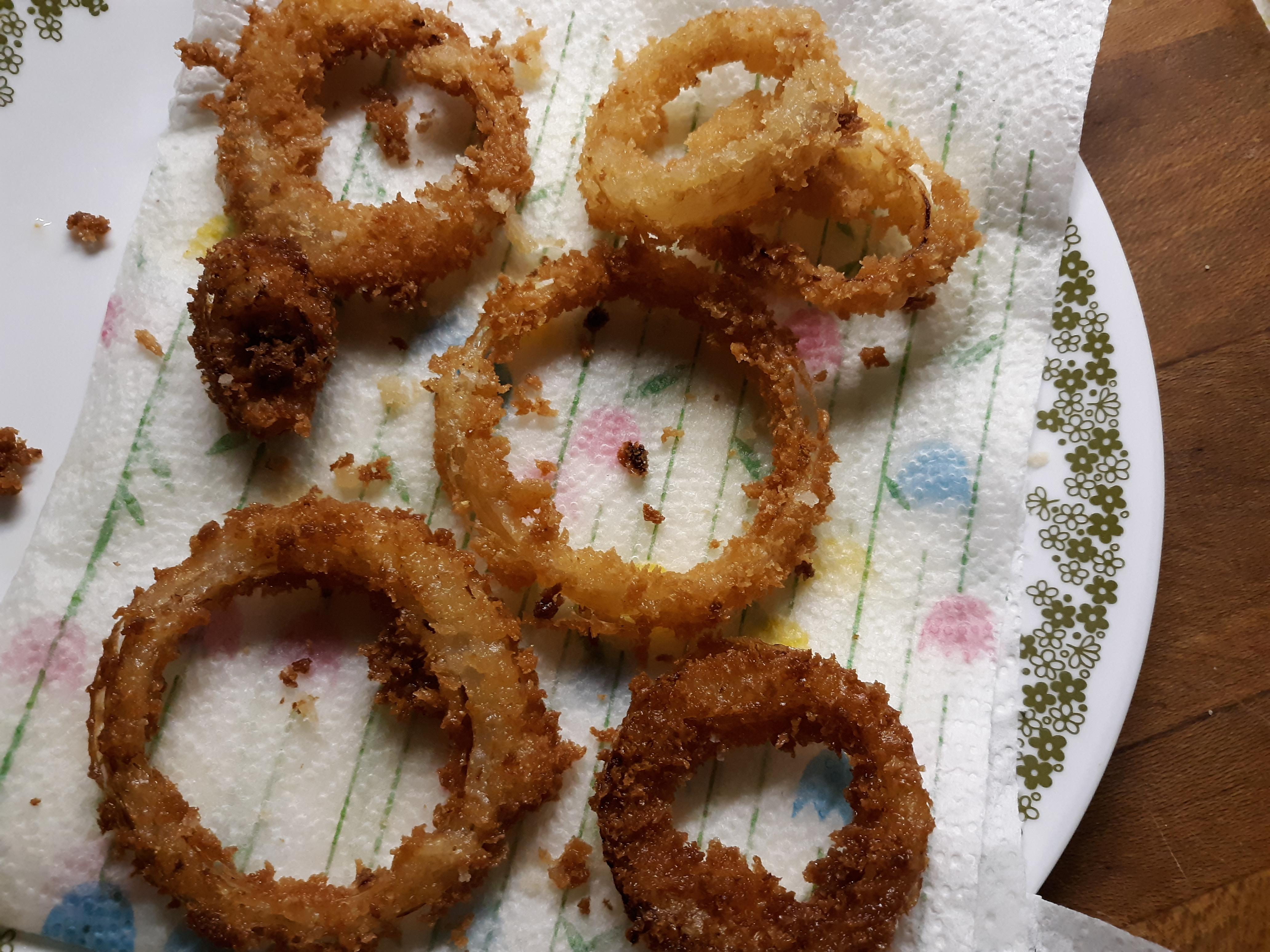 Making Crispy Onion Rings