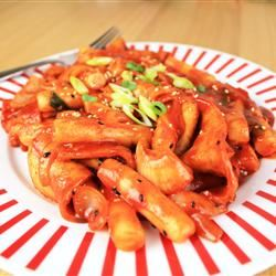 Tteokbokki (Korean Spicy Rice Cakes) KFoodaddict