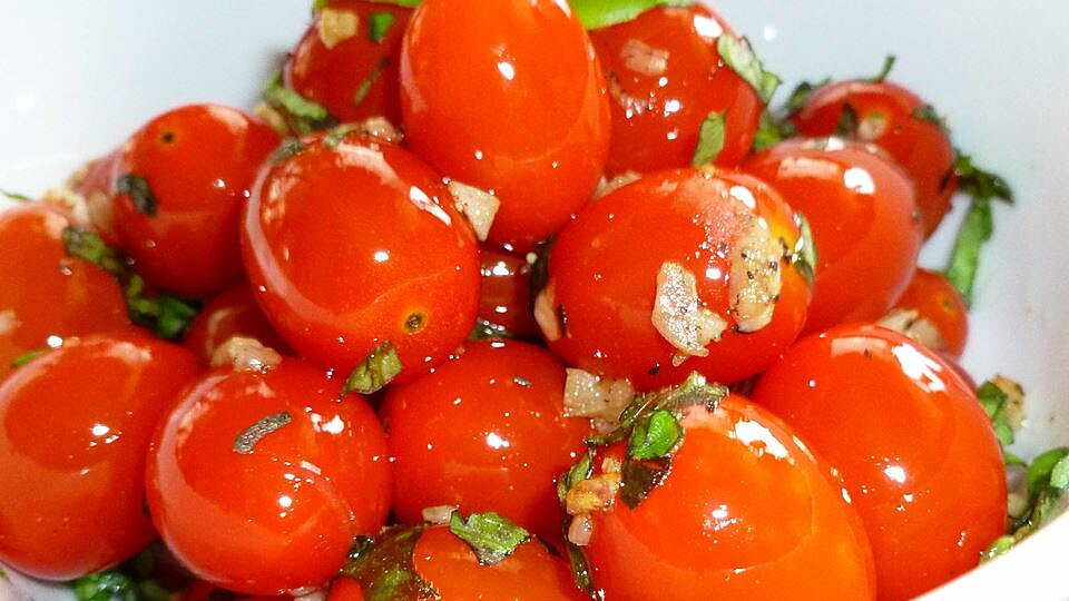 Sauteed Cherry Tomatoes With Garlic And Basil Recipe Allrecipes