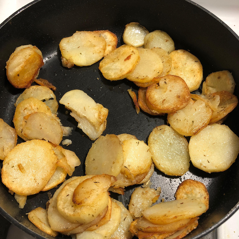 Garlic Herb Skillet Potatoes