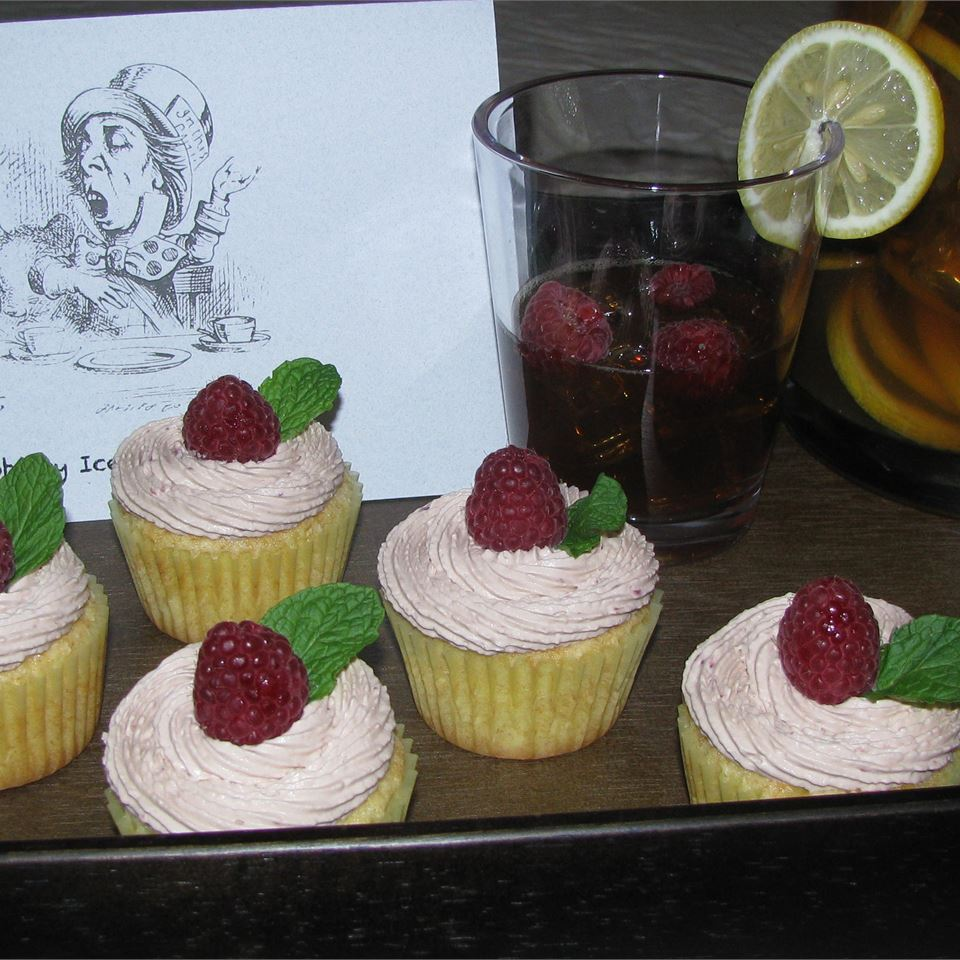 Raspberry Iced Tea Cupcakes ilkaisha