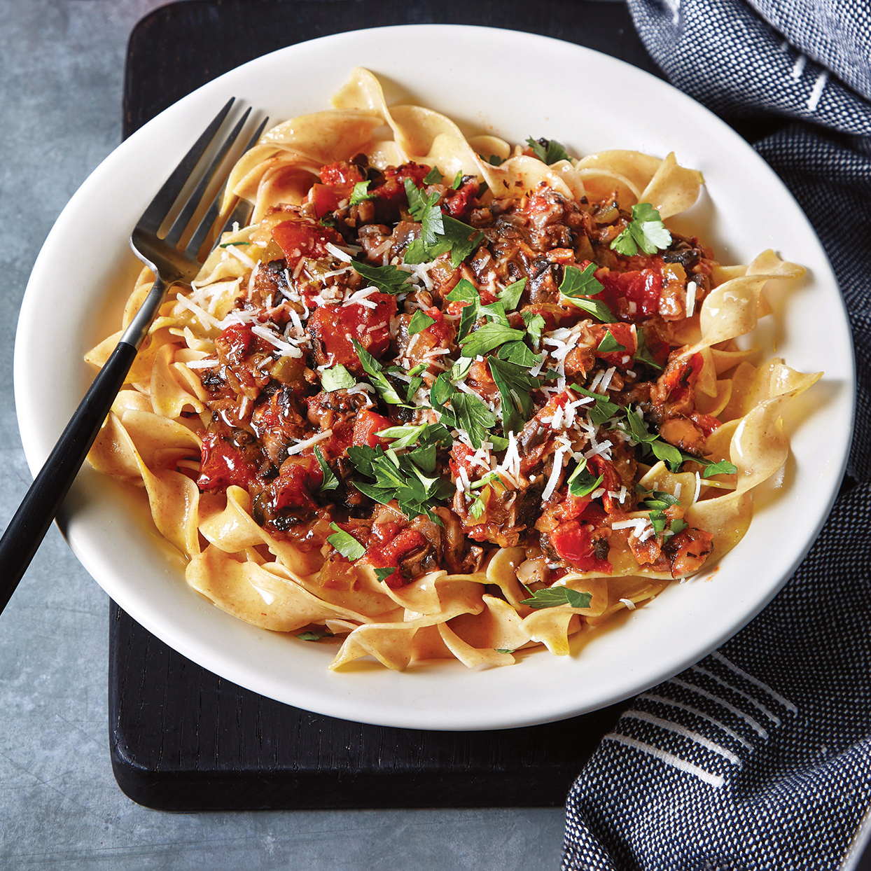 Slow-Cooker Mushroom Sauce Over Egg Noodles Trusted Brands
