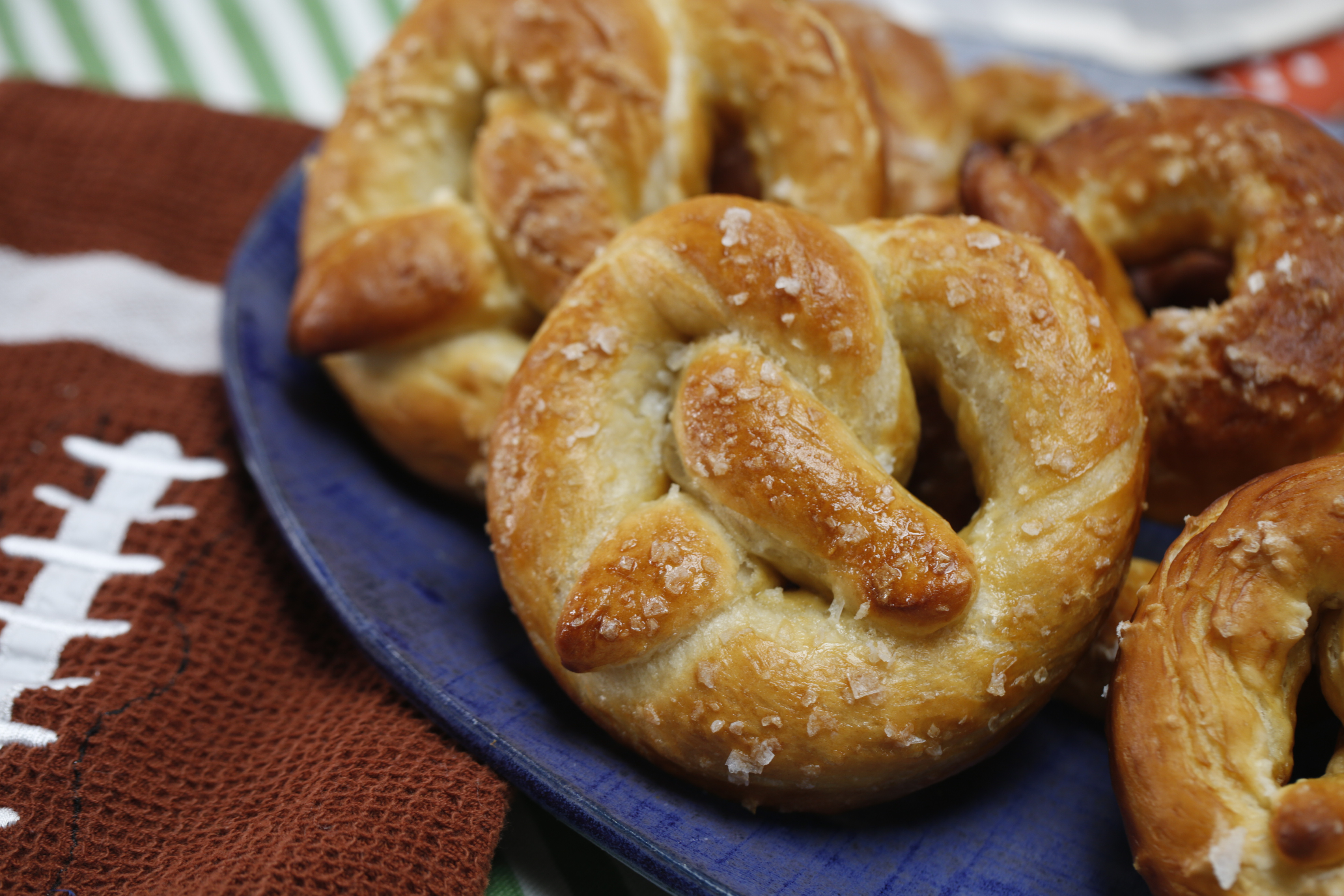 Soft Pretzels with Queso Dip