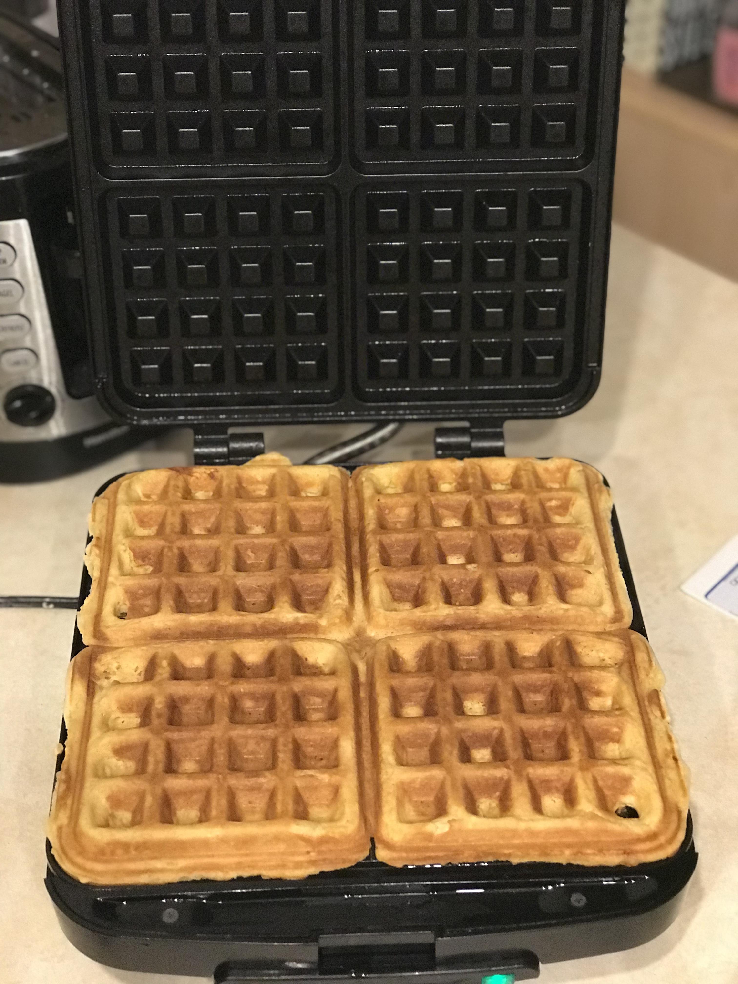Eggnog Waffles minpie