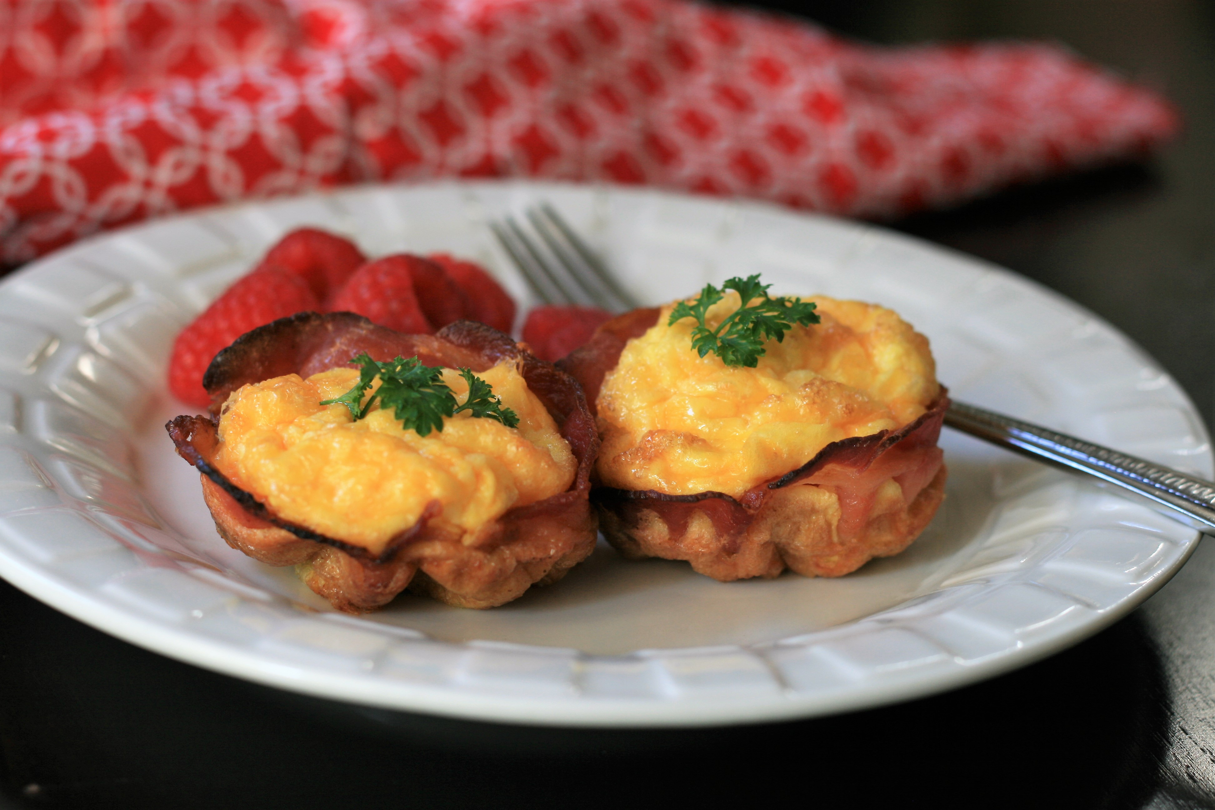 Keto Cheesy Bacon and Egg Cups