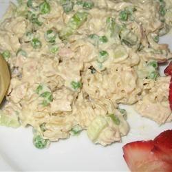 Old Fashioned Macaroni Salad sanzoe
