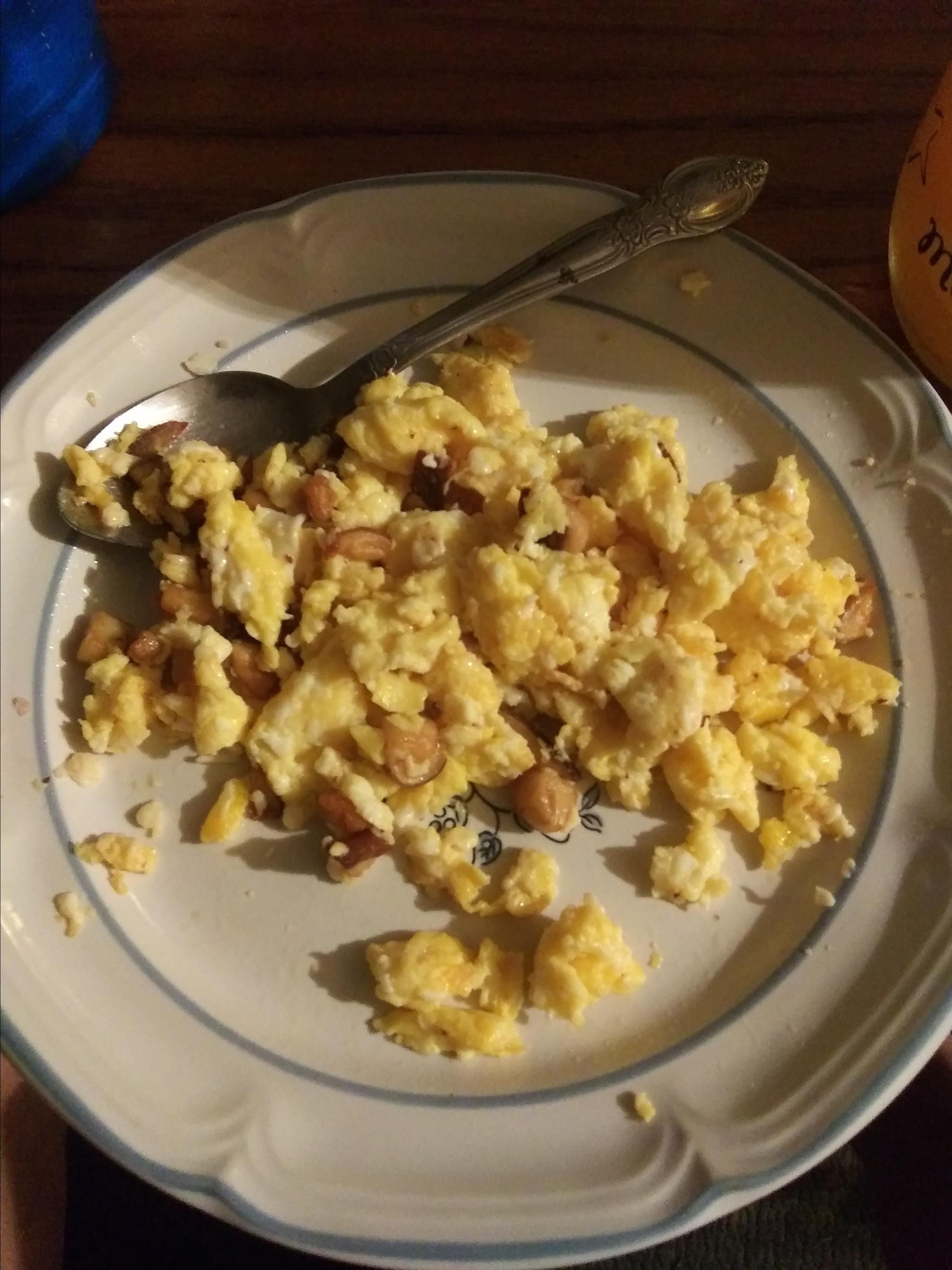 Scrambled Eggs with Wild Puffball Mushrooms