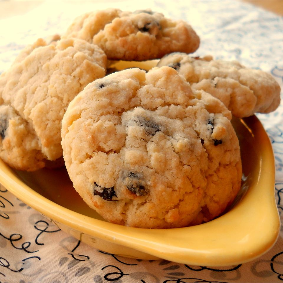 These tart raisin cookies contain a few drops of lemon extract, setting them apart from the chocolaty offerings at the dessert table.