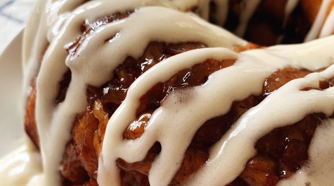 Apple-Walnut Cinnamon Roll Monkey Bread