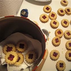 Linzer Cookies (Sandwich Cookies)