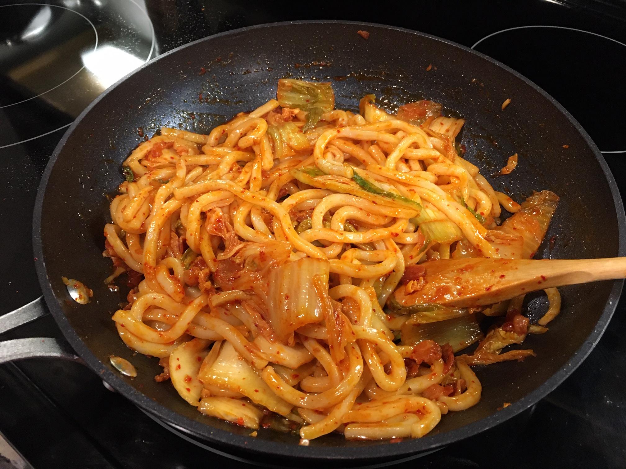 Kimchi Udon Noodle Stir-Fry bliu
