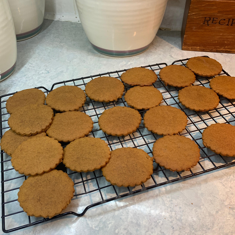 Moravian Ginger Cookies I Karmen
