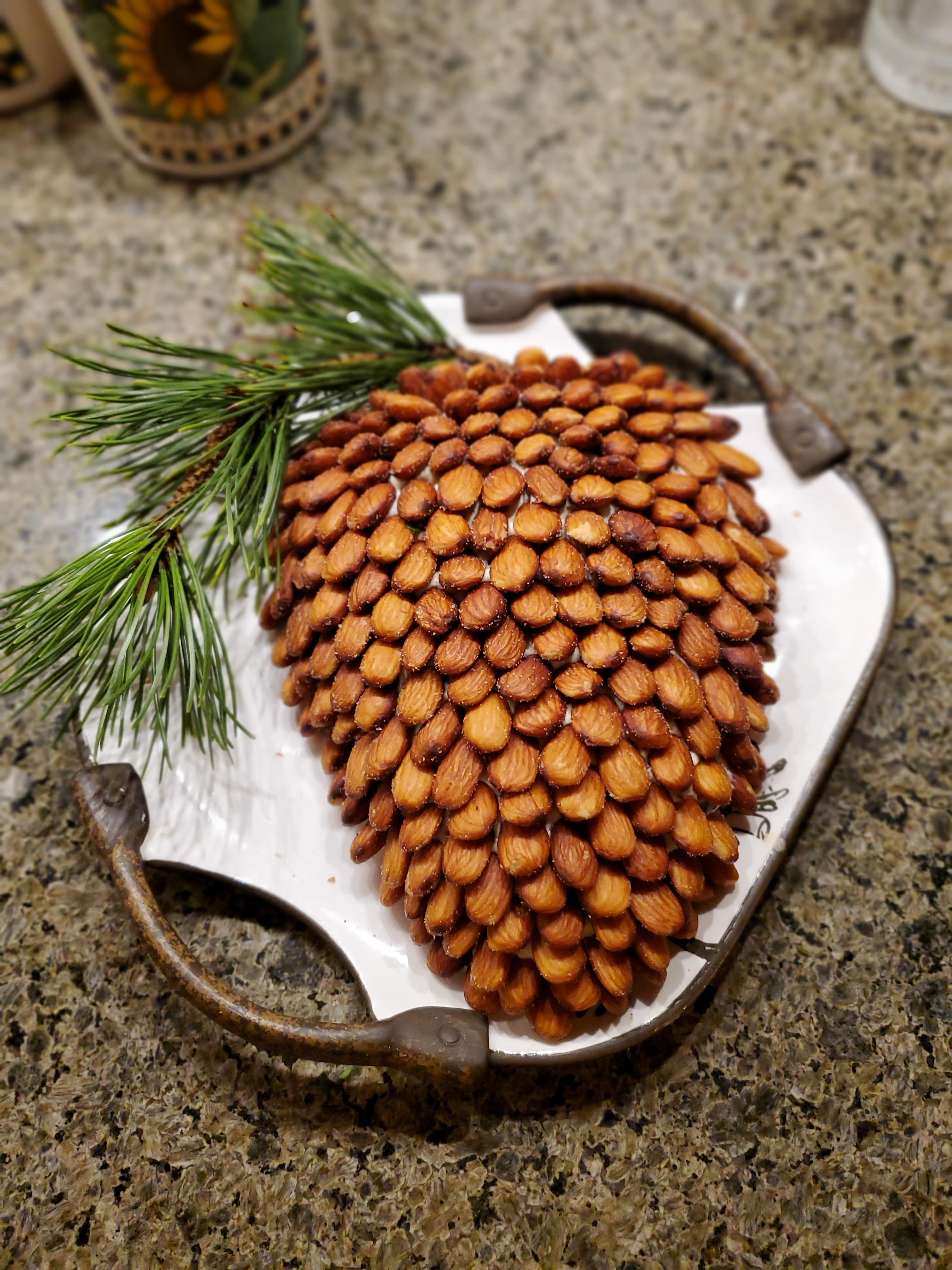 Pine Cone Cheese Ball Leslie from Aurora