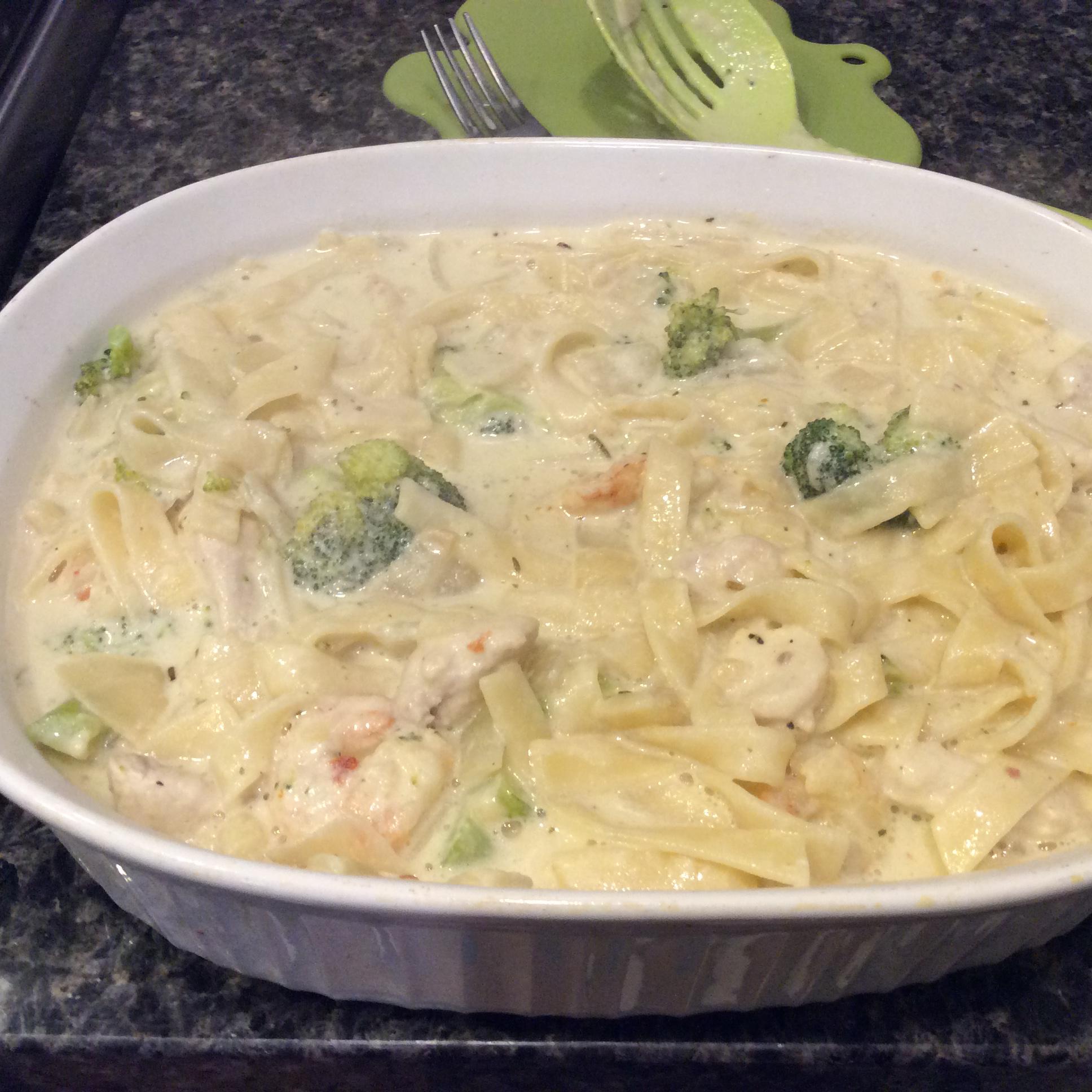 Chicken and Broccoli Fettuccini Skillet Dinner