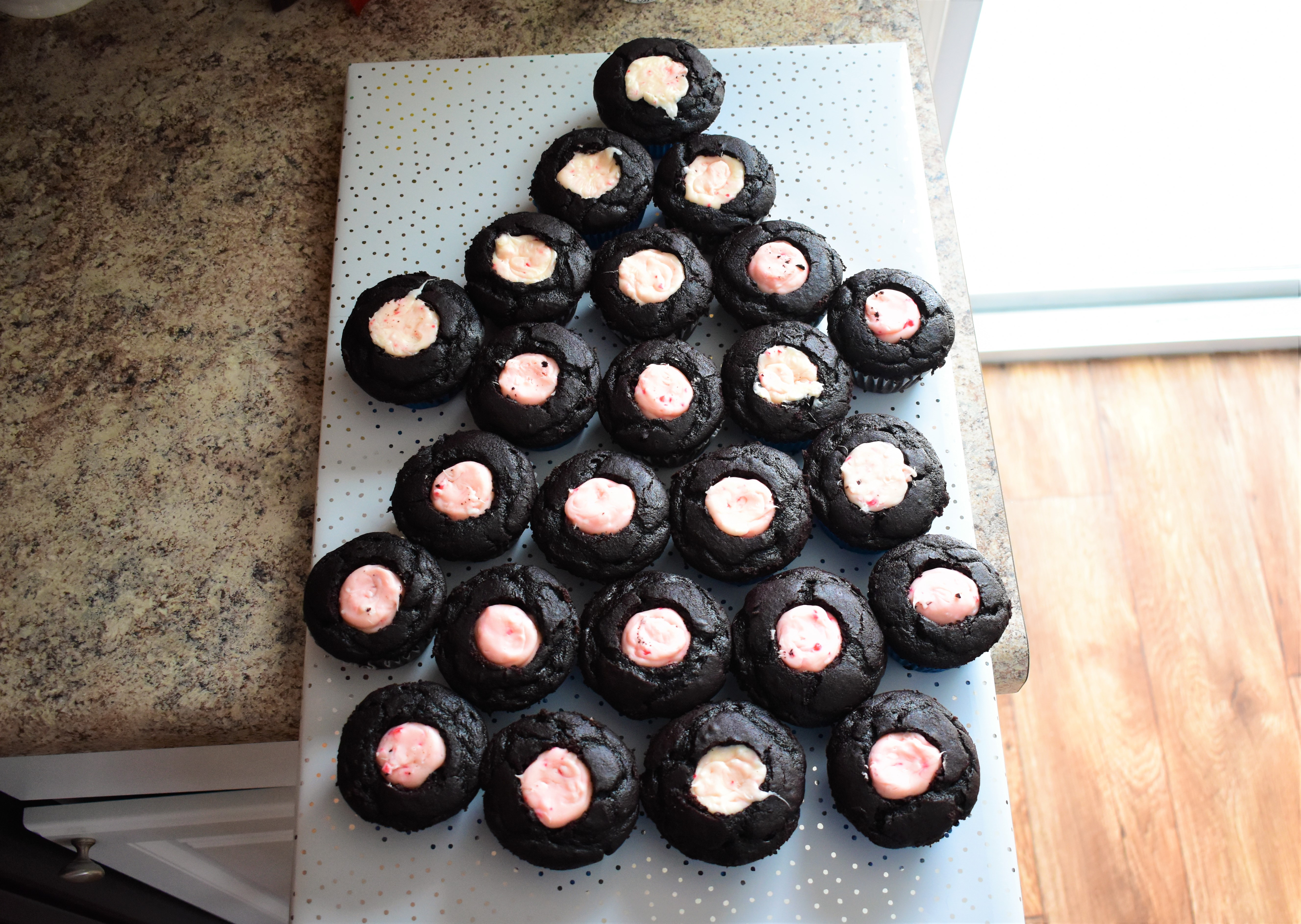 Yukon Cornelius Pull-Apart Cupcake Cake Kim