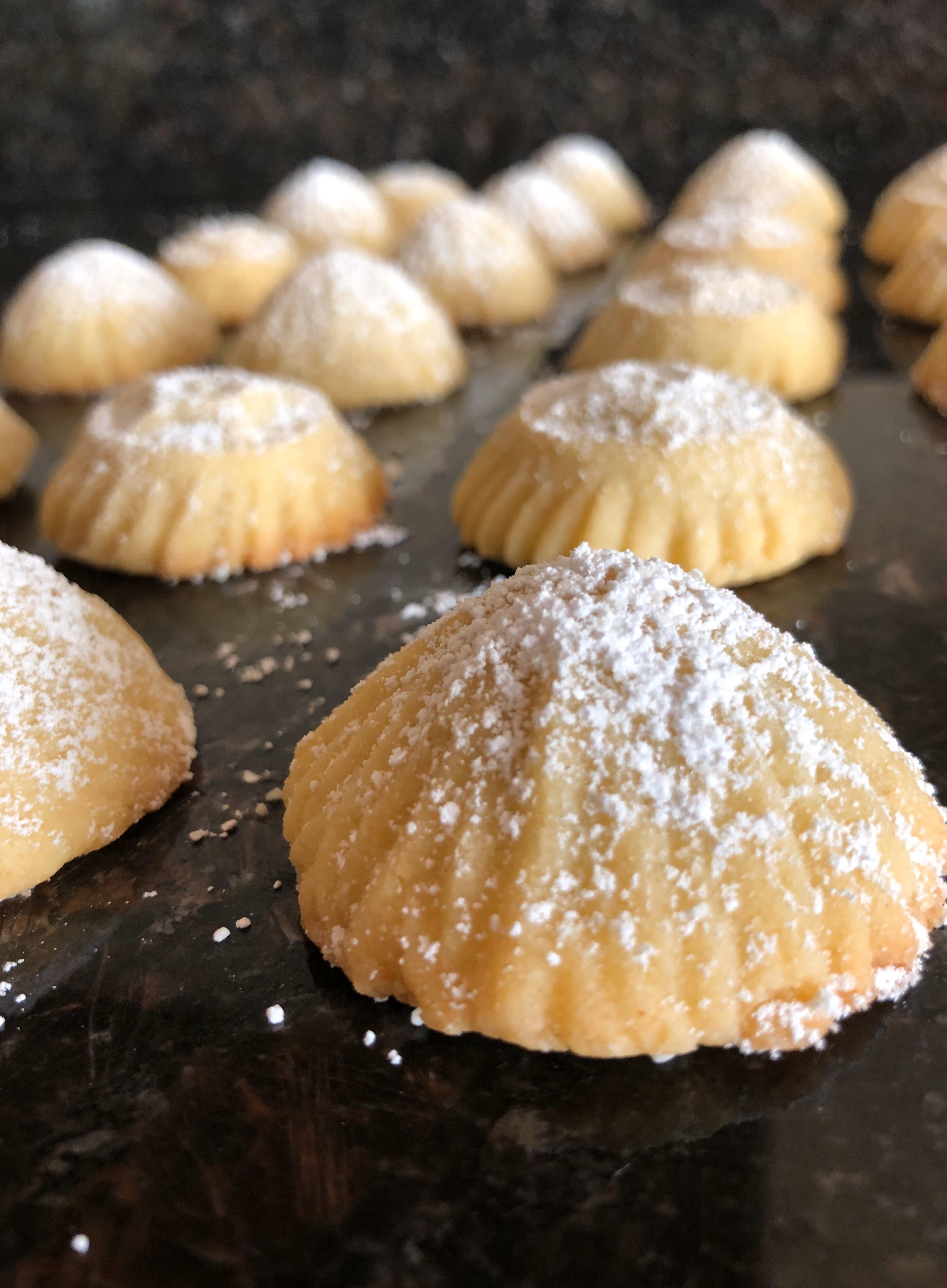 Ma'amoul (Lebanese Date Cookies)