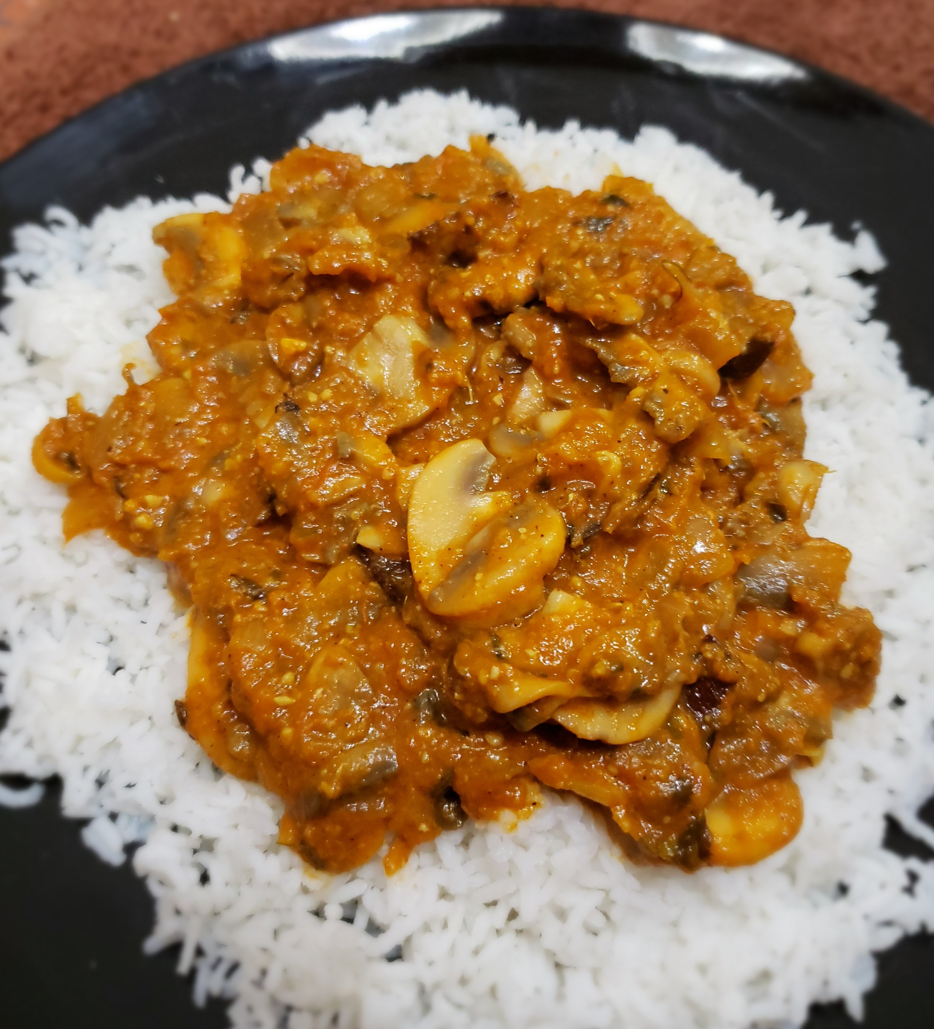Mushrooms add a lot of bulk and nutrition to meals without those pesky calories, evidenced by this delicious curry that comes in at just 126 calories per serving. Try this Indian-inspired curry with 3/4 cup of basmati rice for an additional 150 calories and a 123-calorie side of dal for a total of 399 calories on your plate.