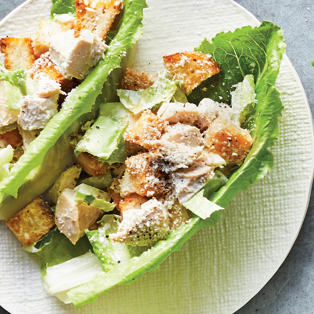 Upgrade your work lunch with these tasty Caesar salad lettuce cups. This Caesar salad recipe gets a healthy makeover, thanks to homemade dressing made with Greek yogurt. Source: 400 Calorie Recipes