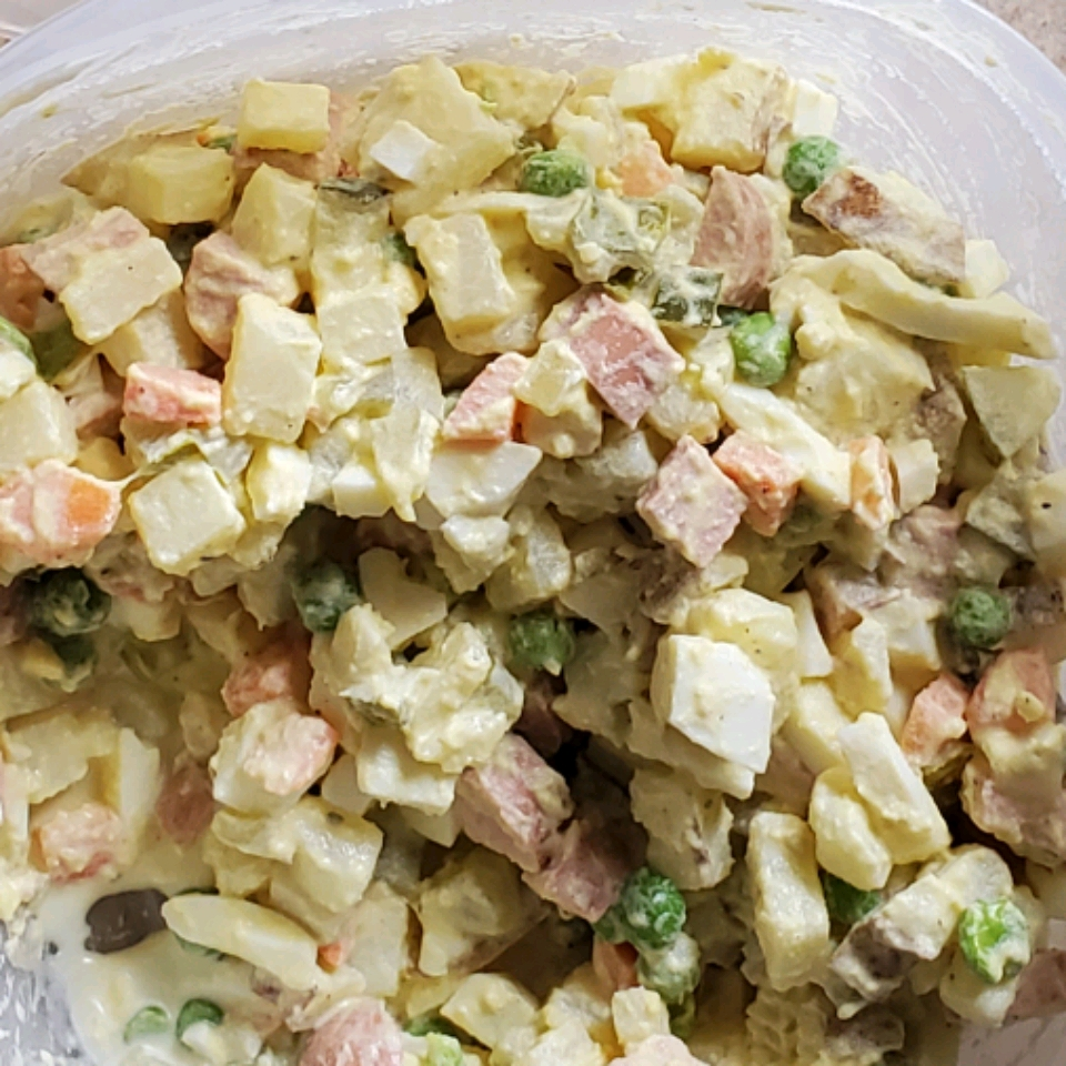 Authentic Russian Salad 'Olivye'