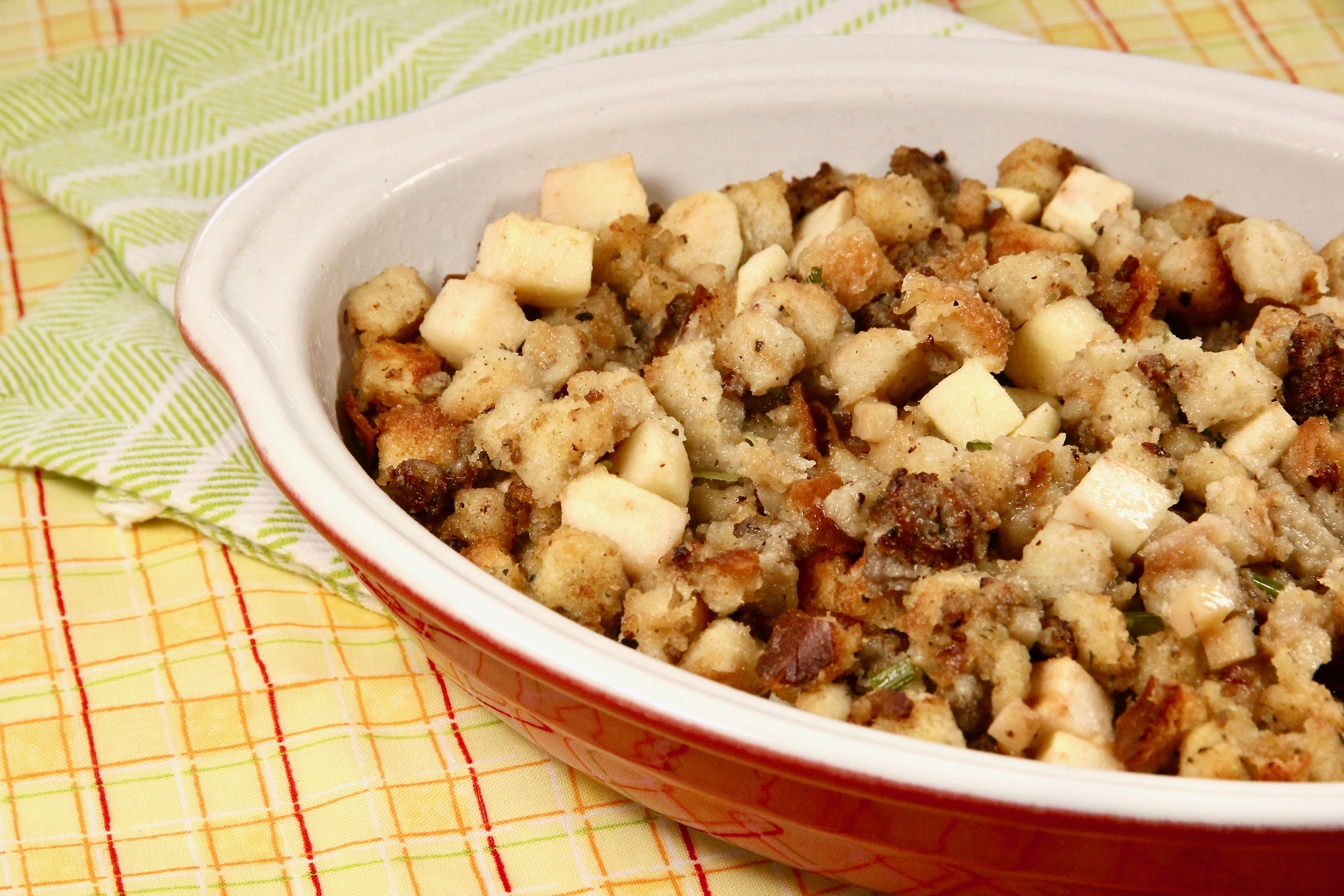 Sausage and Apple Stuffing lutzflcat