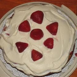 Carry Cake with Strawberries and Whipped Cream prell2k4