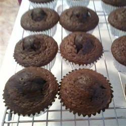 Self-Filled Cupcakes I Becki Clingan