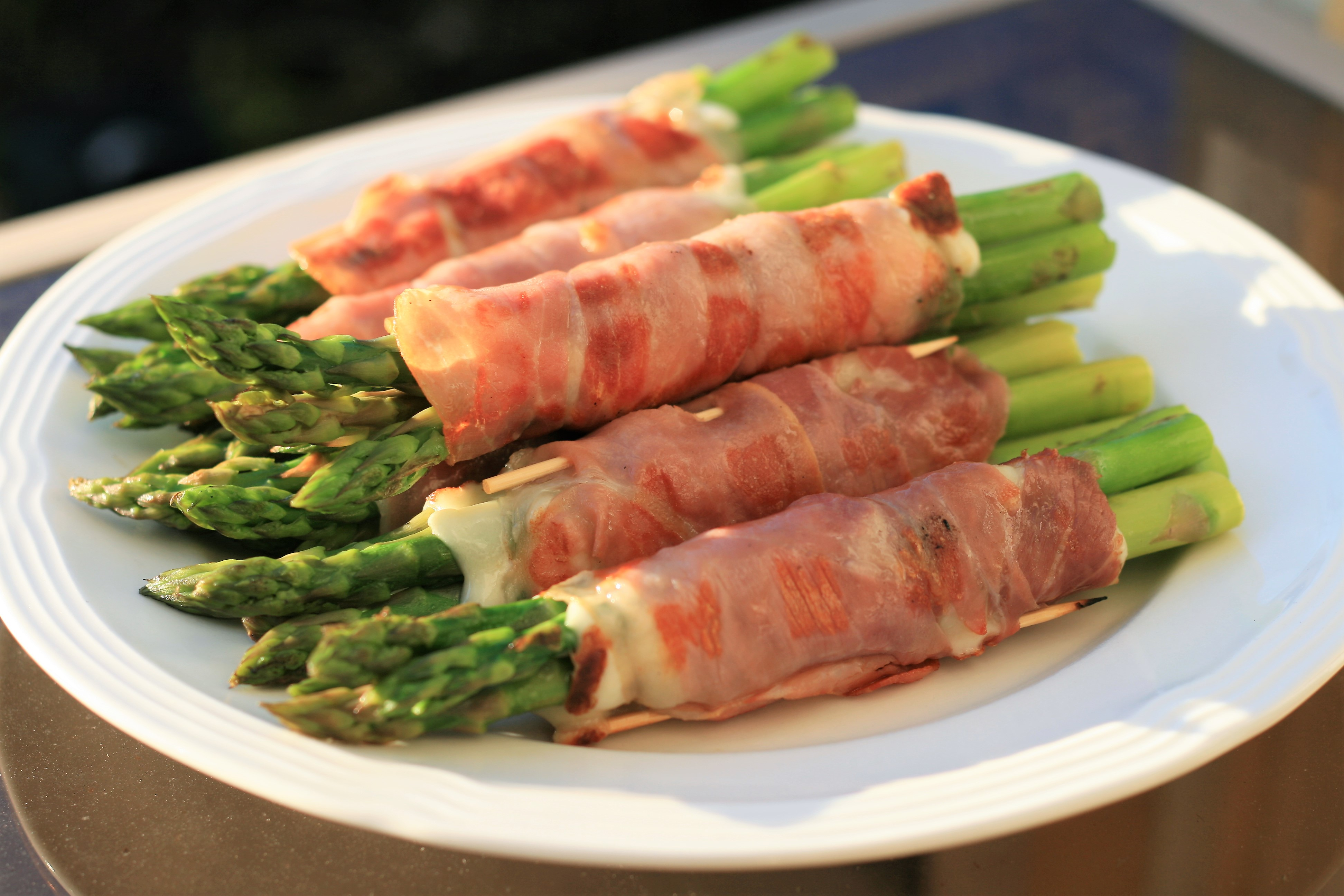 Prosciutto Wrapped Asparagus with Cheese