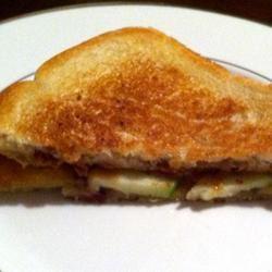 Grilled Bacon Apple Sandwich lovestohost