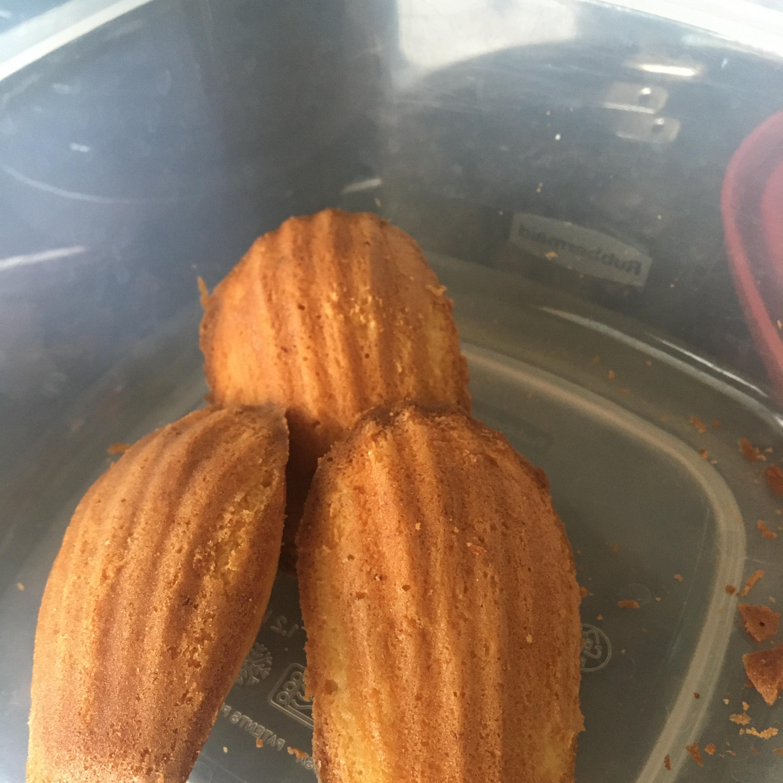 French Butter Cakes (Madeleines) kiara M