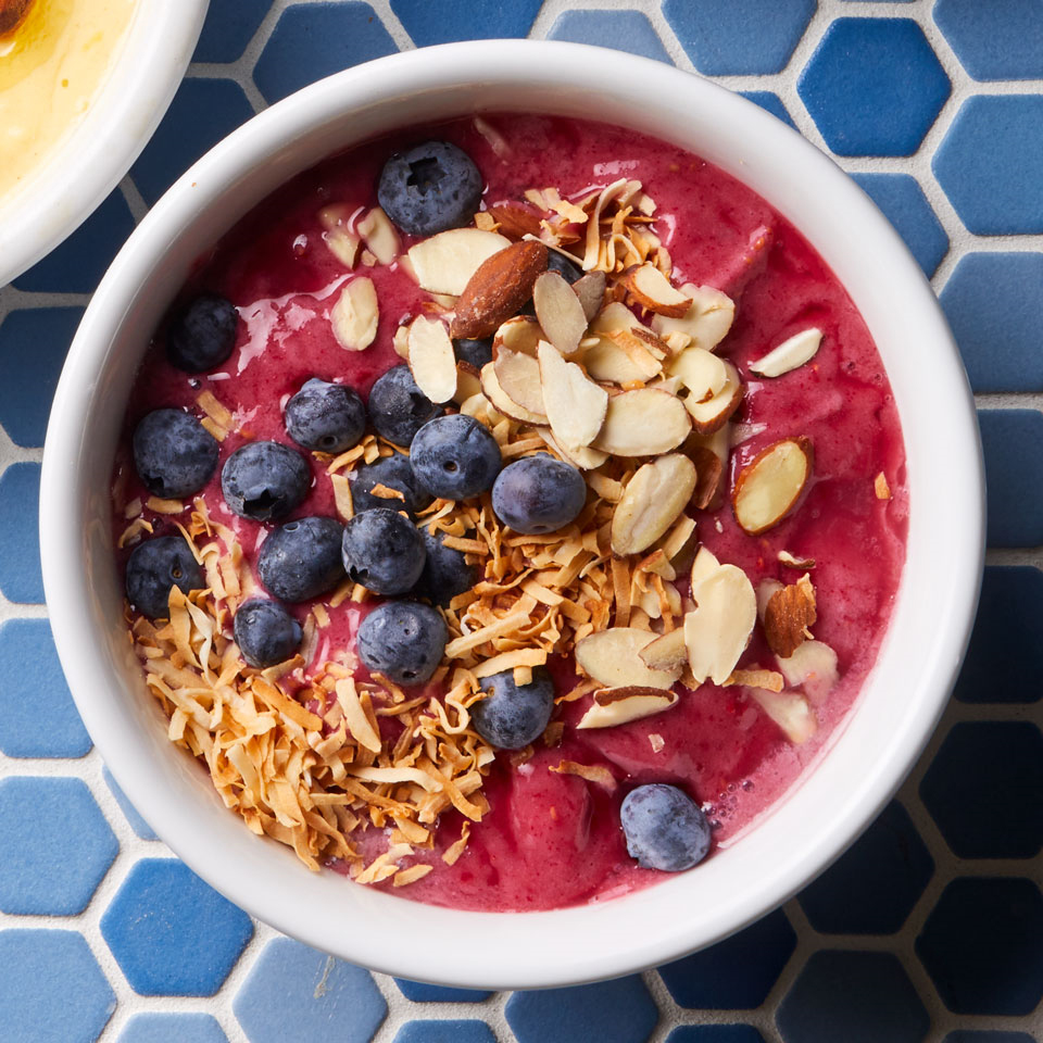 A little frozen banana gives creamy texture to this satisfying smoothie bowl.
