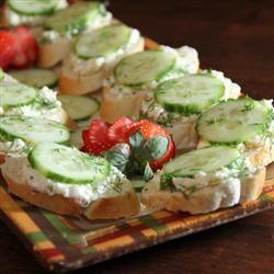 Creamy Dill Cucumber Toasties