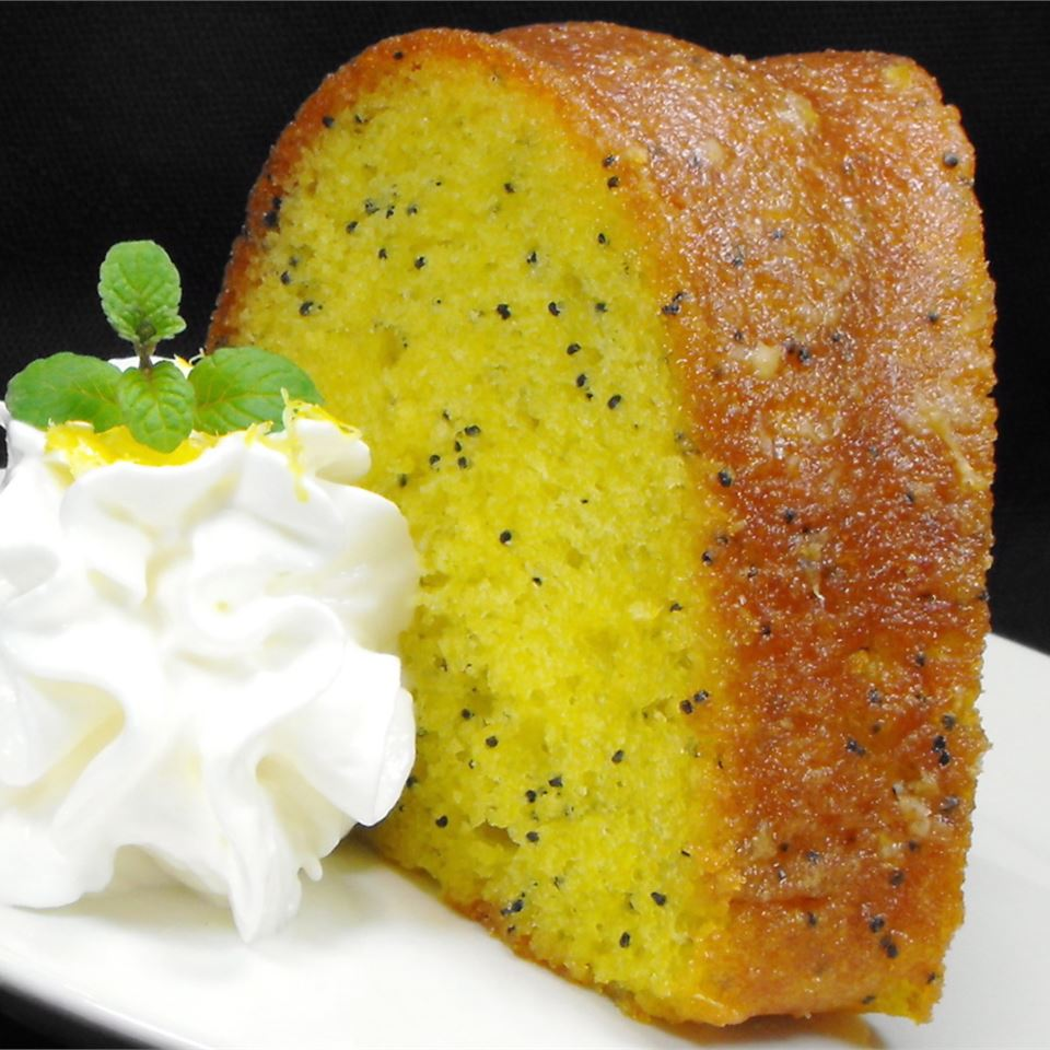 Lemon Bundt Cake bellepepper