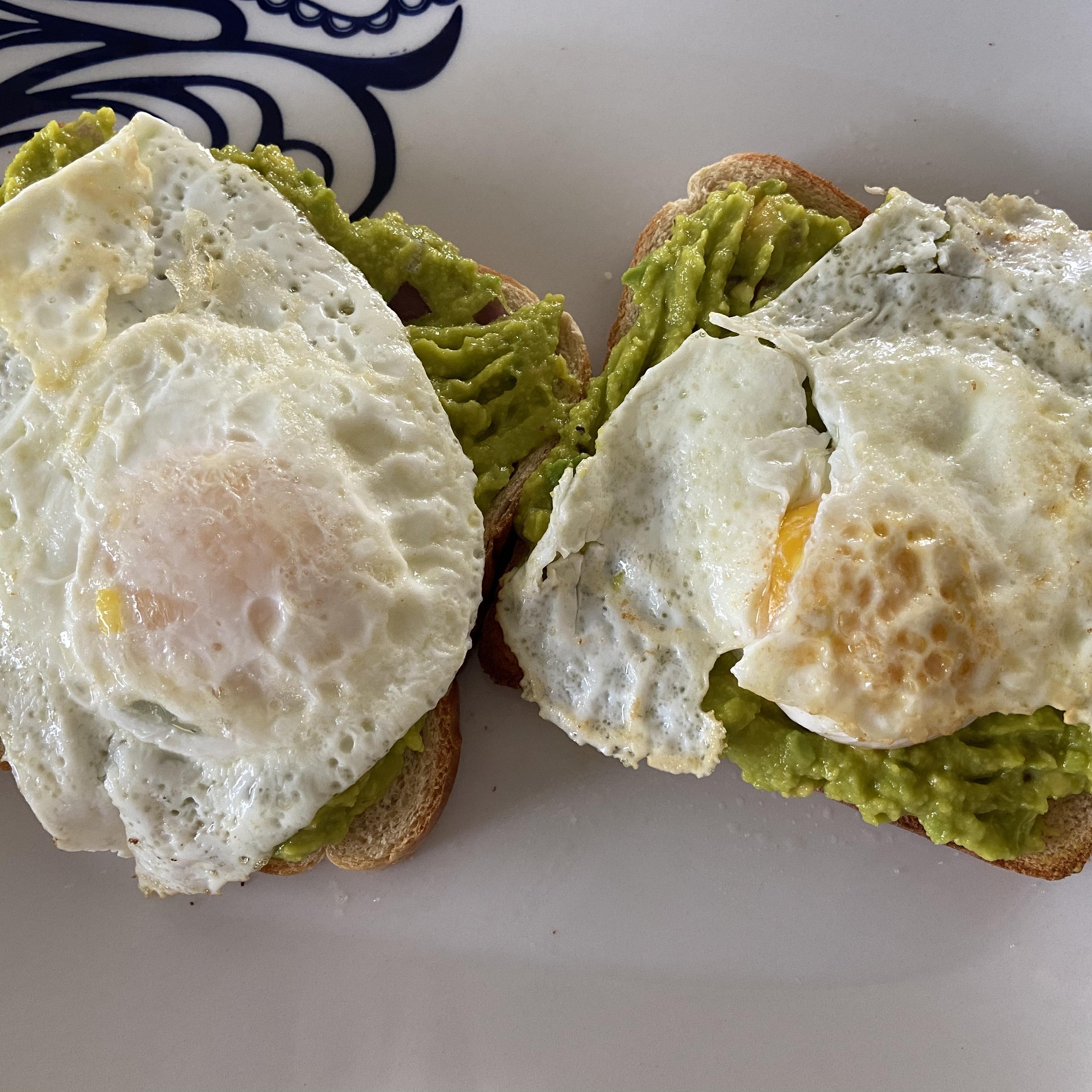 Avocado Toast with Egg Sheyla Castillo