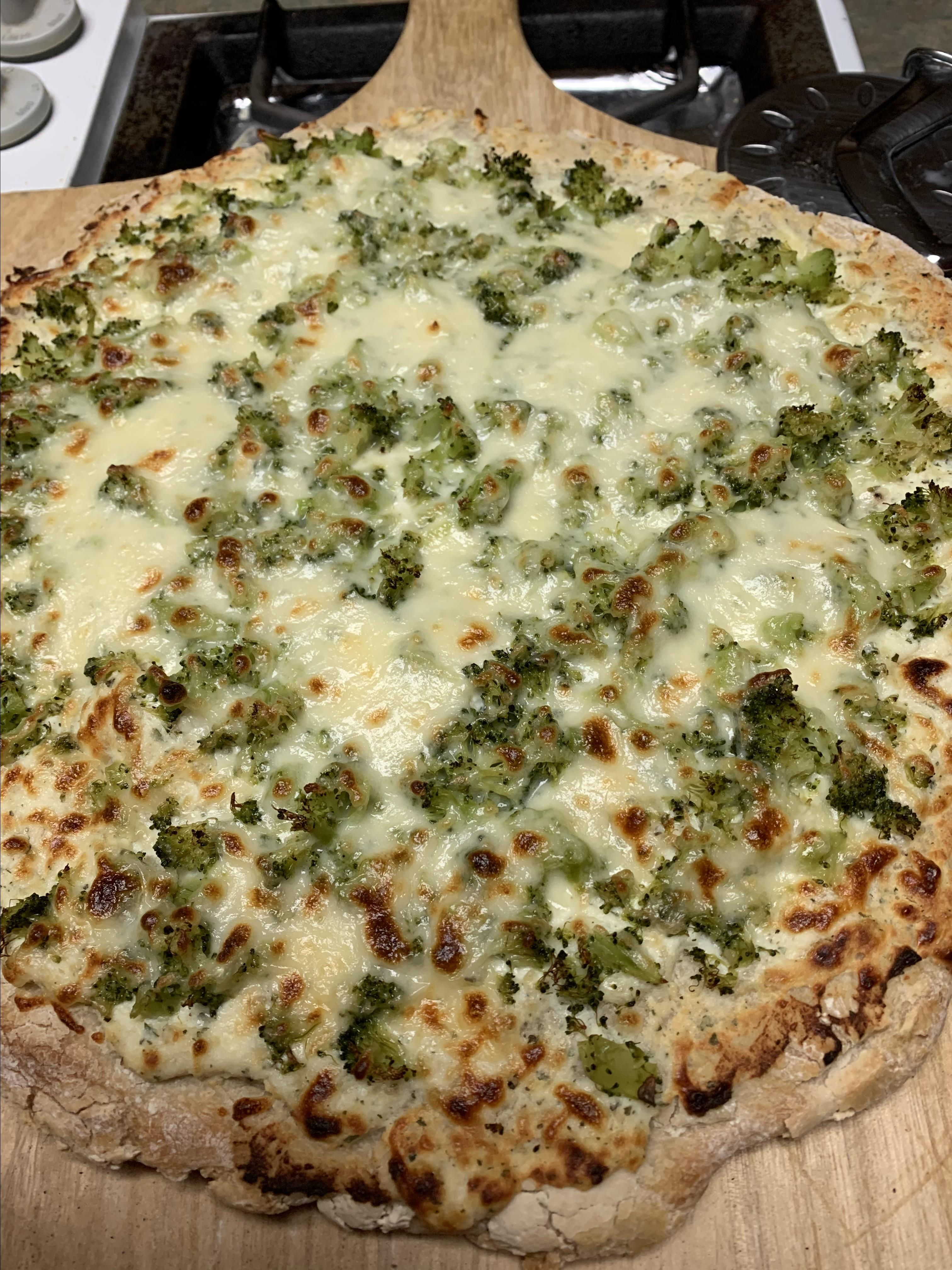 Fast and Easy Ricotta Cheese Pizza with Mushrooms, Broccoli, and Chicken tcasa