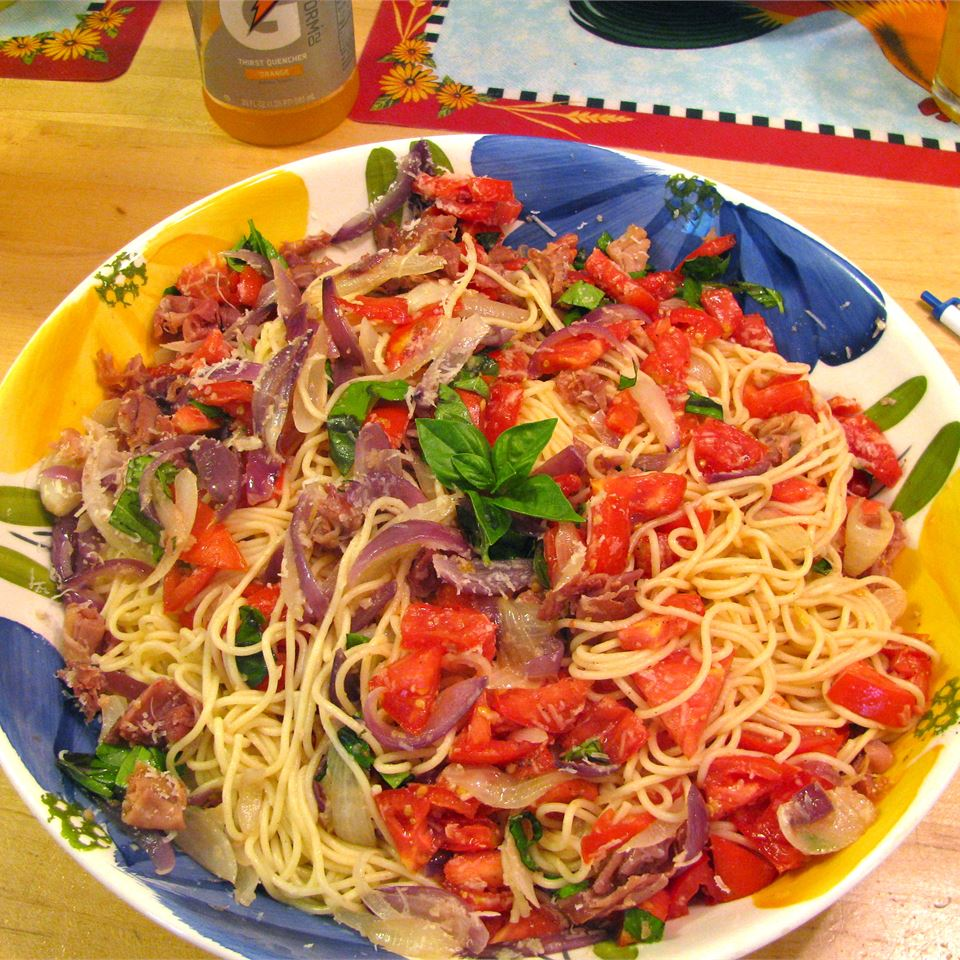 Summer Fresh Pasta with Tomatoes and Prosciutto Wyattdogster