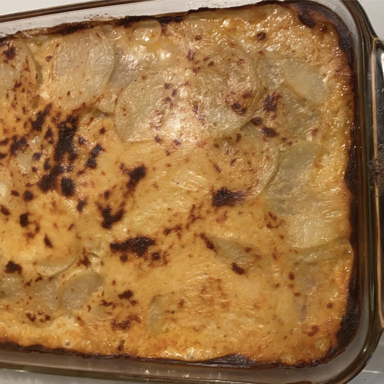 Cheesy Scalloped Potatoes with Ham