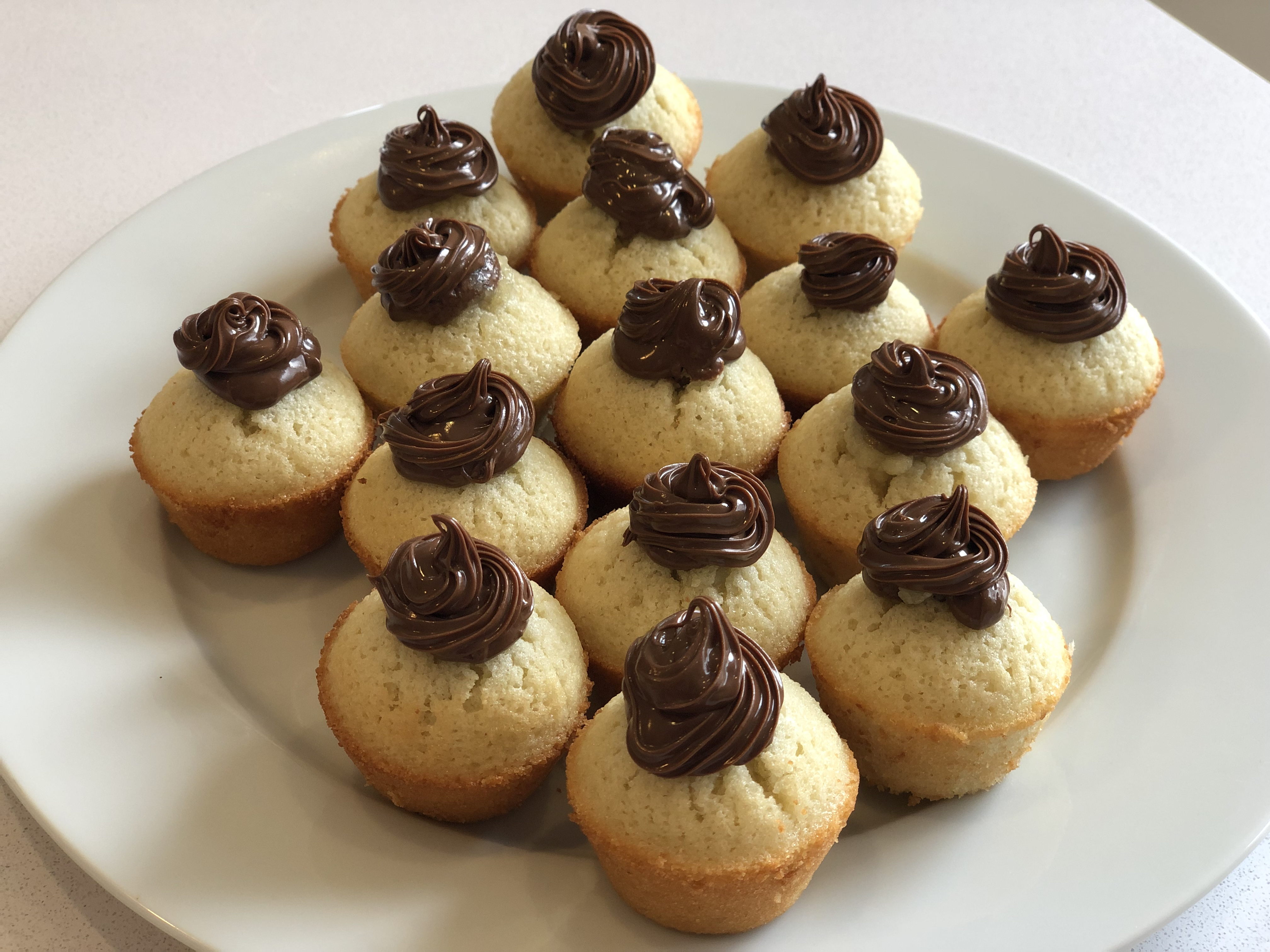 Almond Sponge Cakes with Nutella® hazelnut spread DieBee