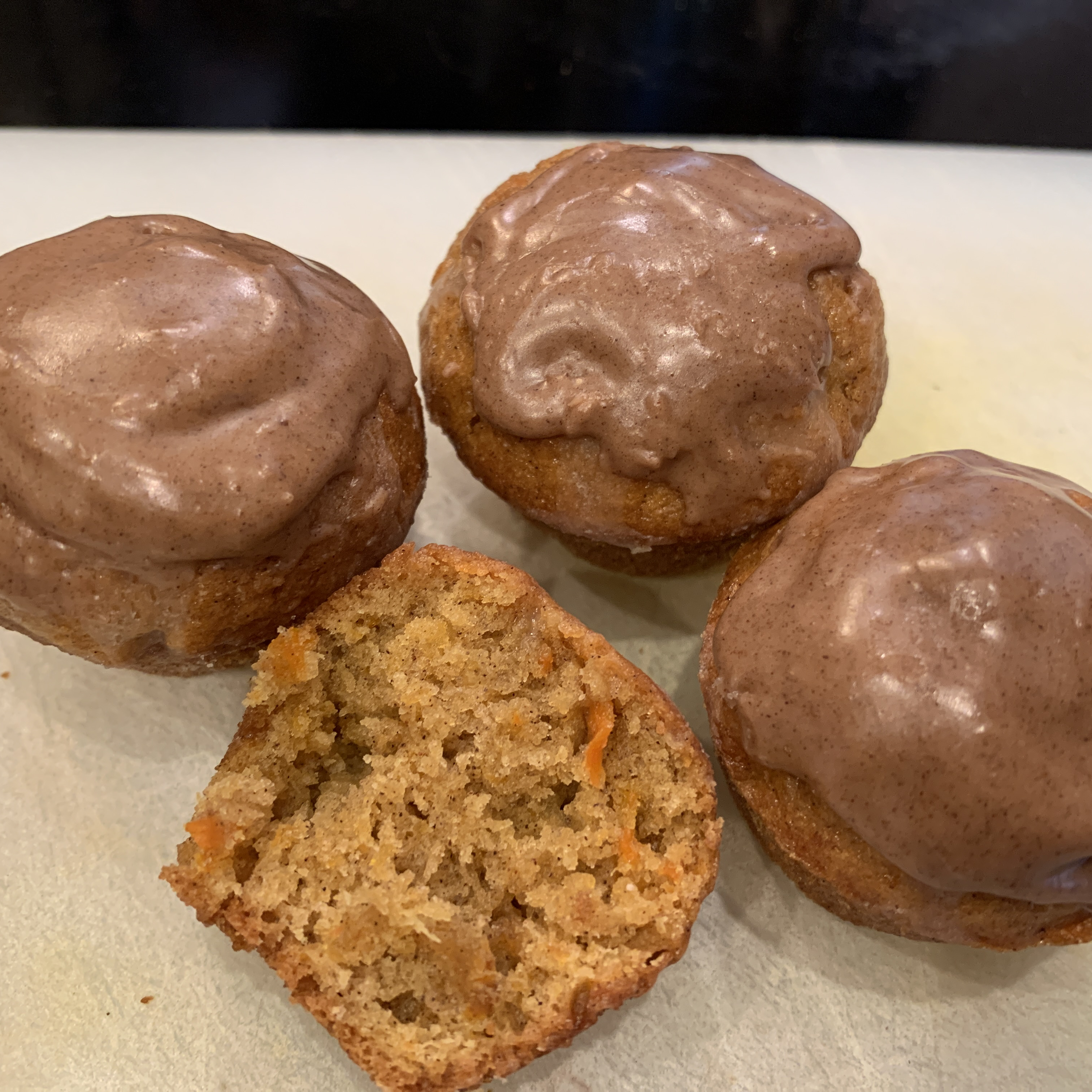 Carrot Cake Muffins with Cinnamon Glaze zoomer1