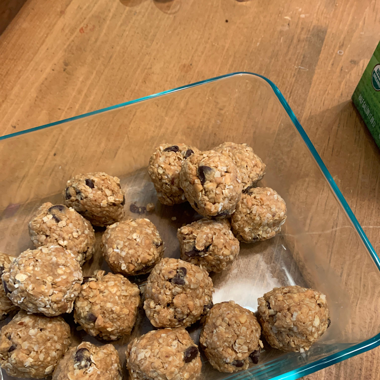 Easy Peanut Butter Energy Balls jayjay
