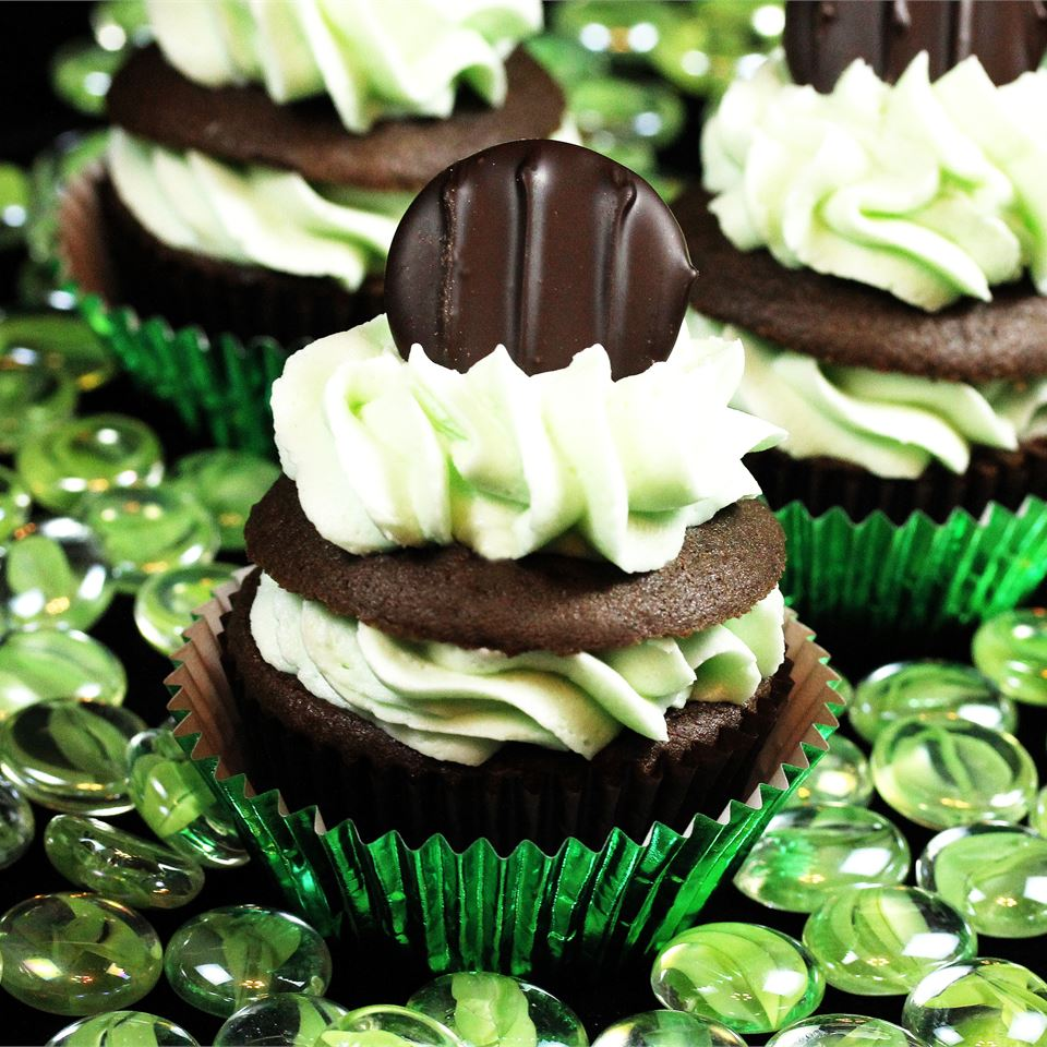 Mint Buttercream Frosting With Dark Chocolate Glaze sweetserenade