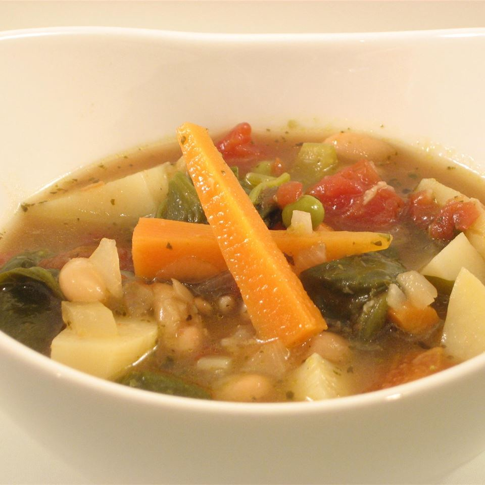 Italian Vegetable Soup with Beans, Spinach & Pesto