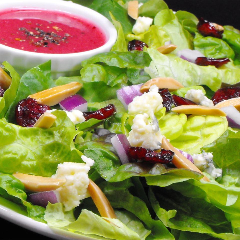 Green Salad with Cranberry Vinaigrette Nancy W
