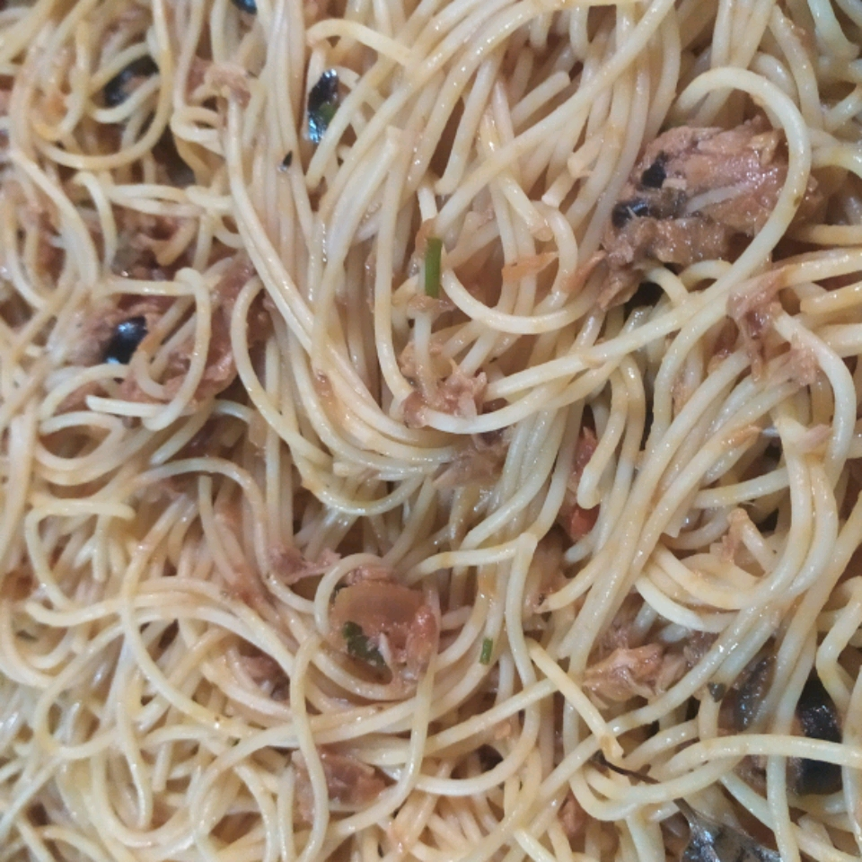 Delicious Angel Hair in Tomato, Tuna and Olive Sauce