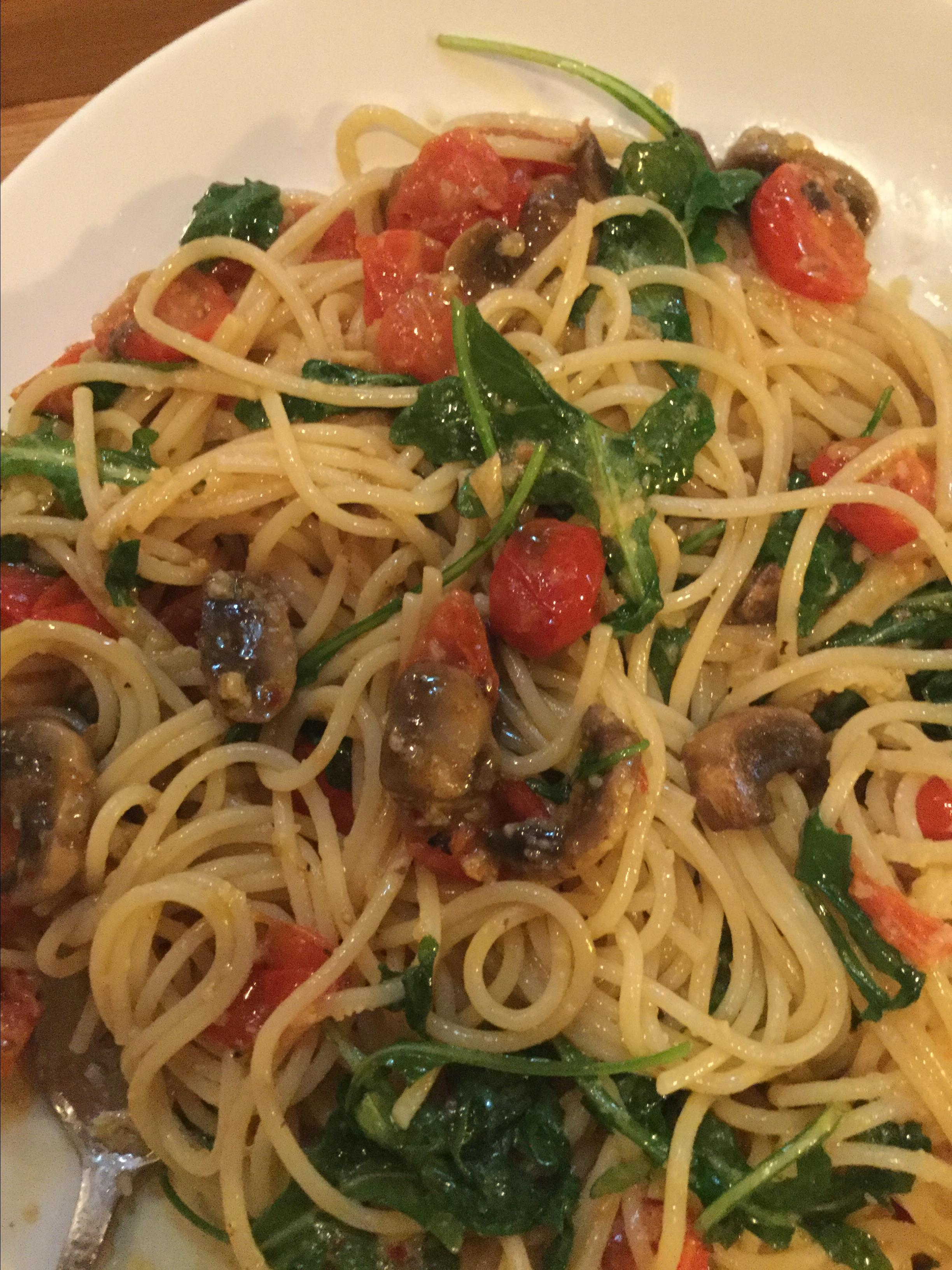 Pasta with Arugula and Tomatoes GEm