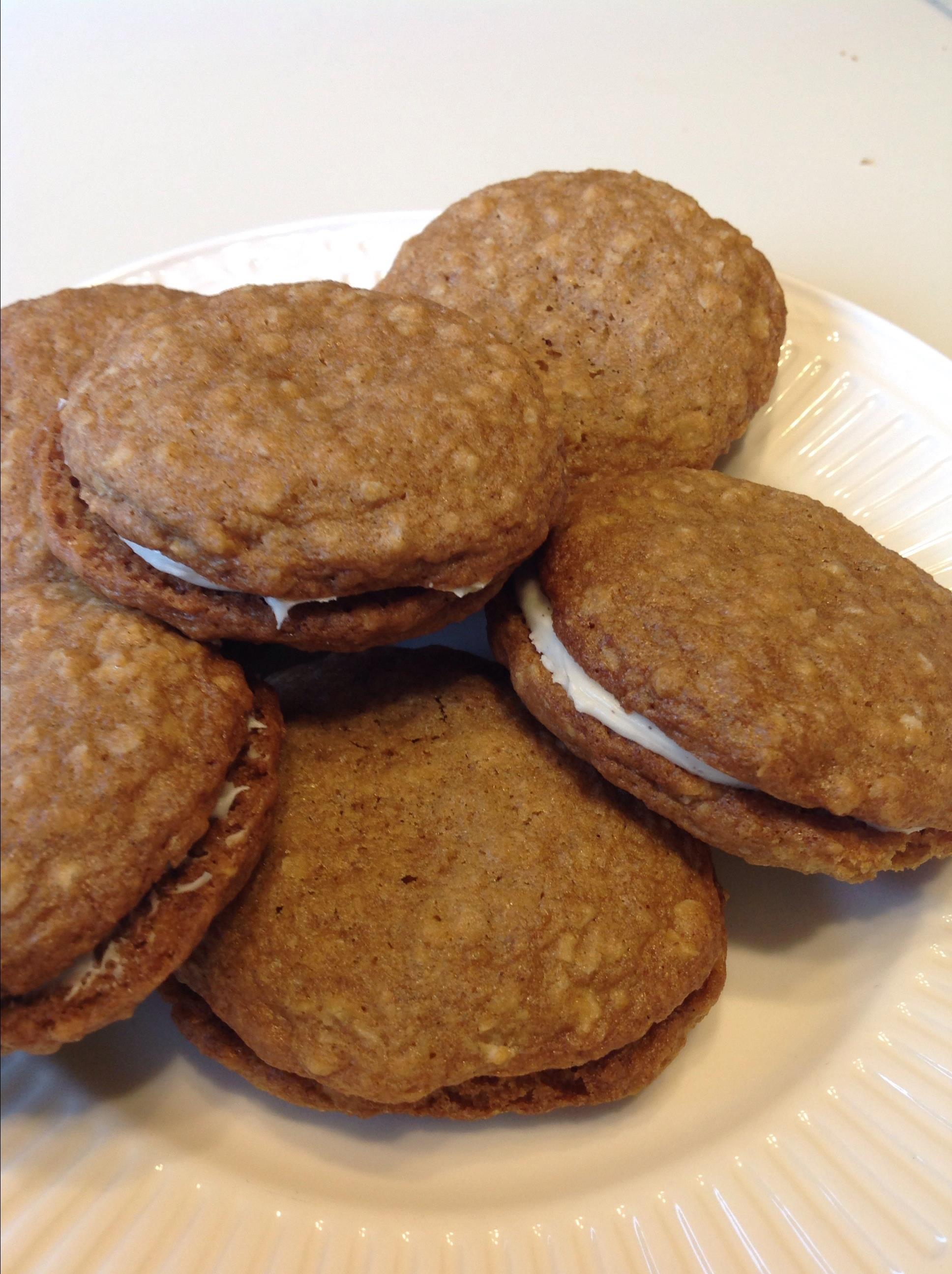 Oatmeal Cinnamon Cream Pies